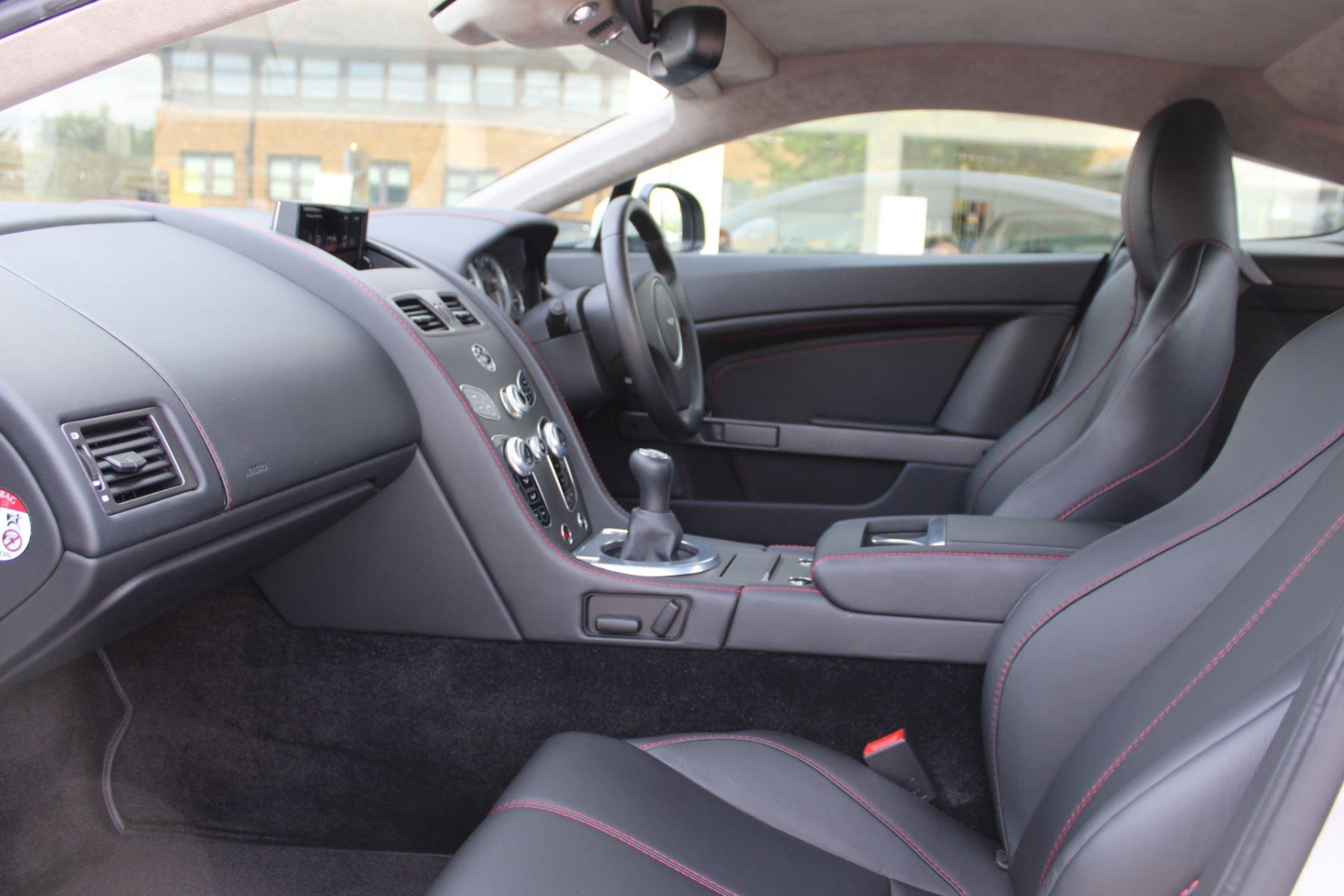 Aston Martin V8 Vantage Coupe 2dr [420] Latest Dash, 420BHP image 7