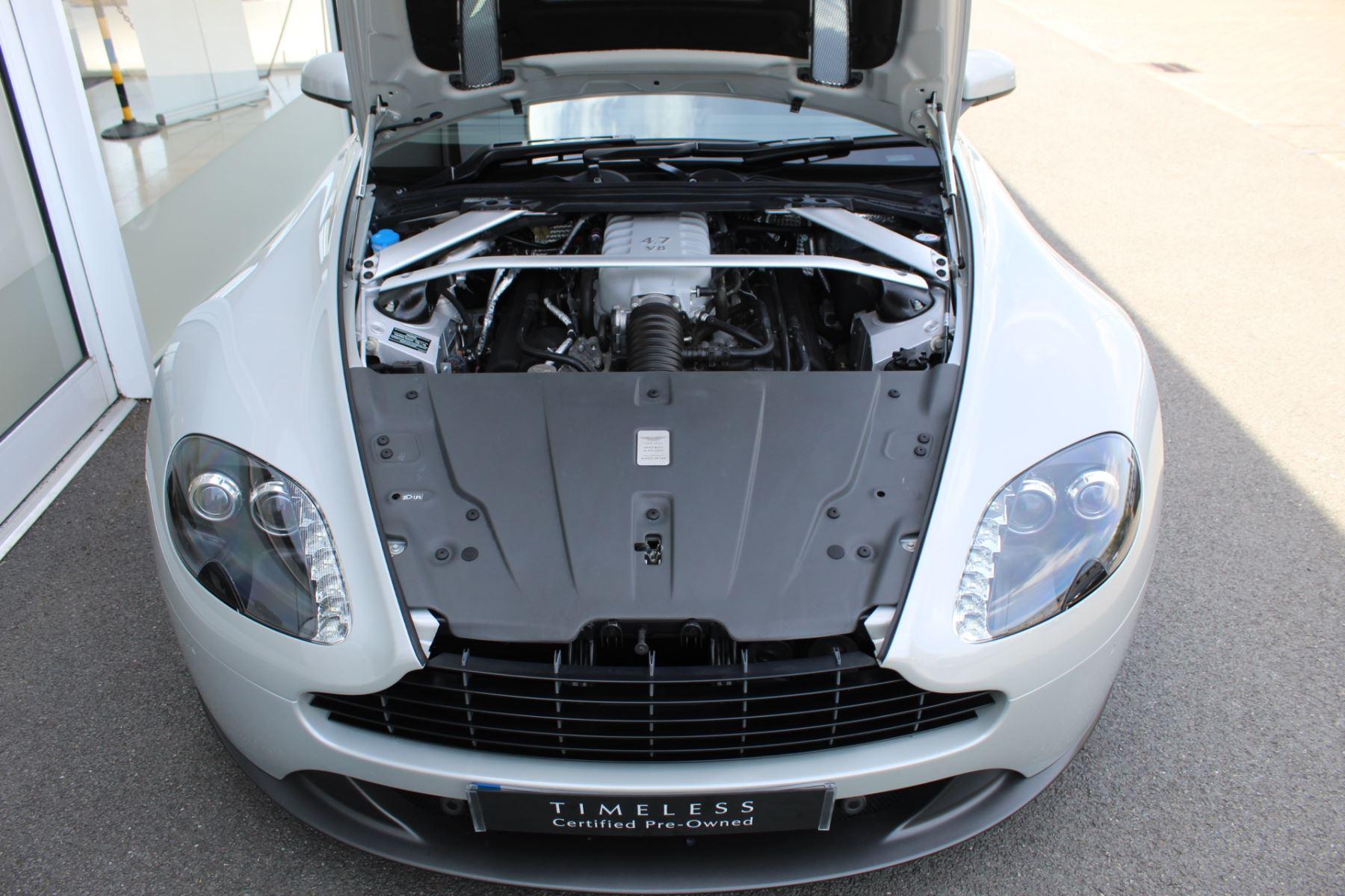 Aston Martin V8 Vantage Coupe 2dr [420] Latest Dash, 420BHP image 16