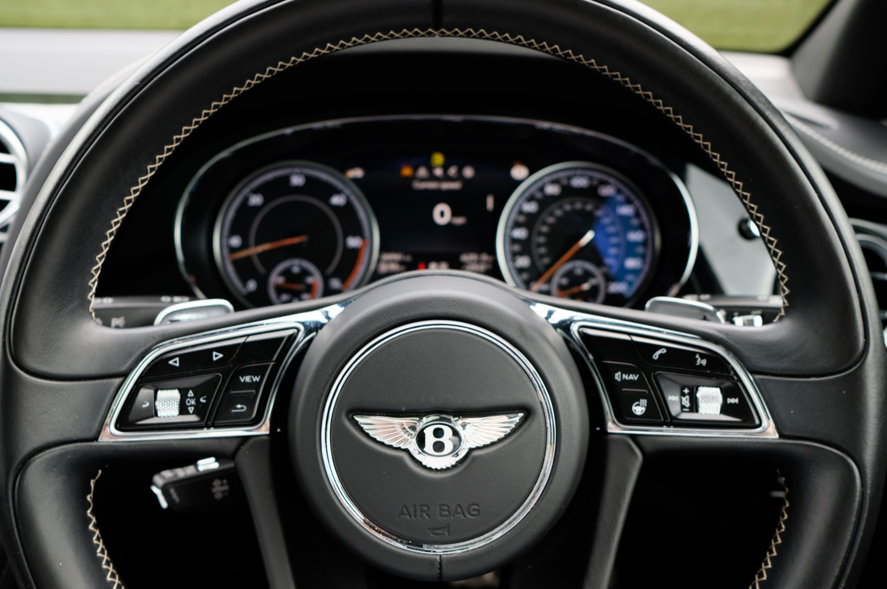 Bentley Bentayga 4.0 V8 5dr - Mulliner Driving Specification with 22 Inch Five Spoke Direction Alloys  image 15