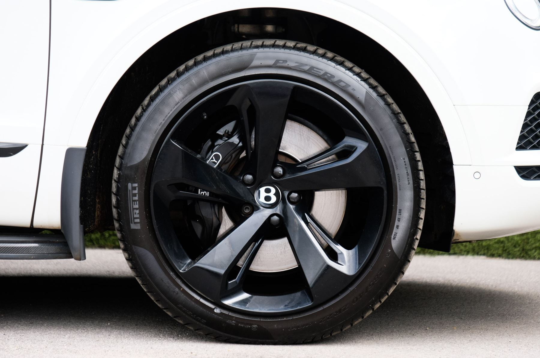 Bentley Bentayga 4.0 V8 5dr - Mulliner Driving Specification with 22 Inch Five Spoke Direction Alloys  image 8