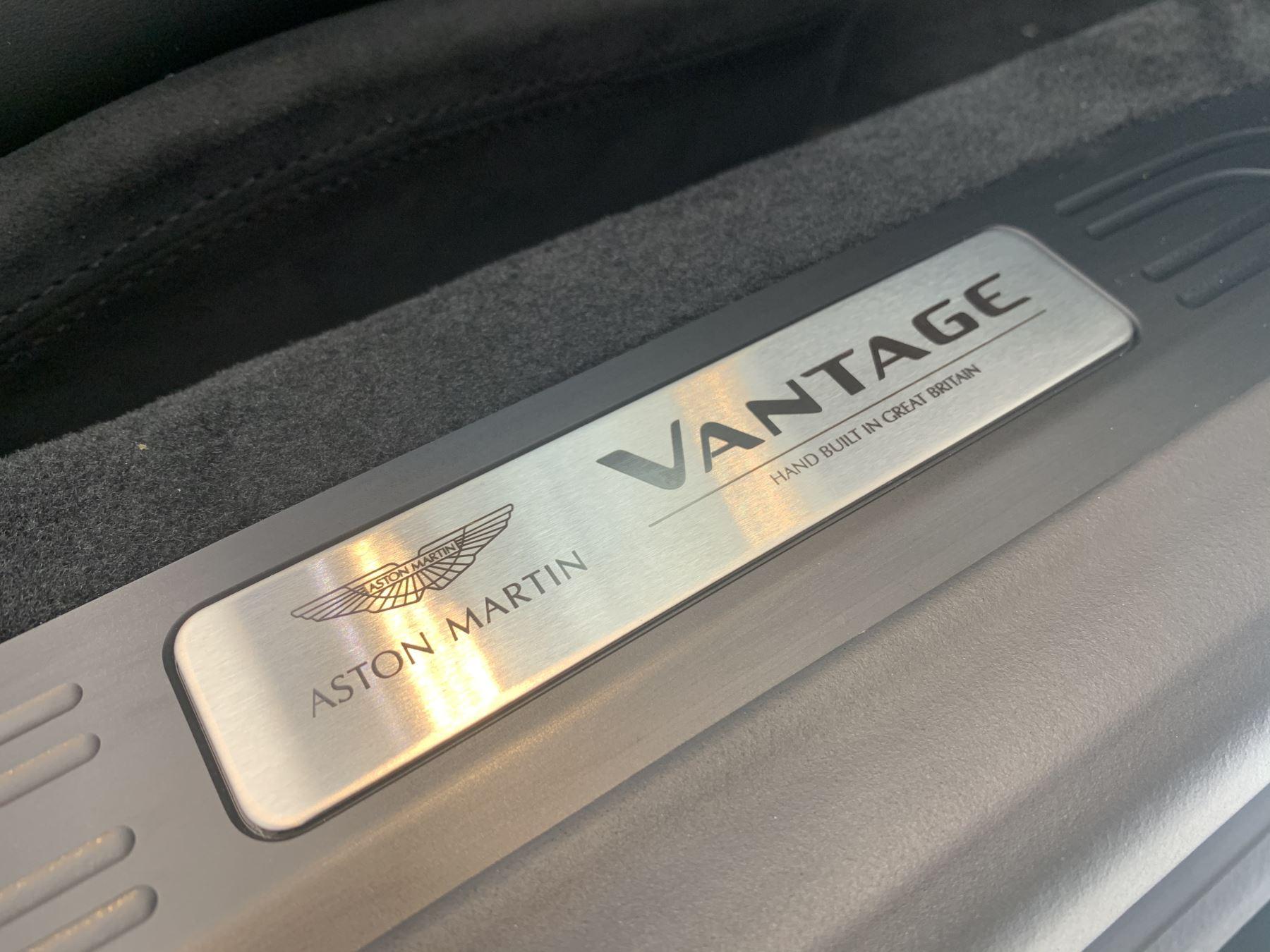 Aston Martin V8 Vantage Convertible Touchtronic 3 image 9