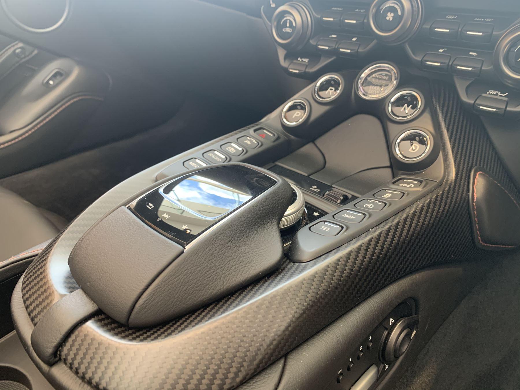 Aston Martin V8 Vantage Convertible Touchtronic 3 image 10