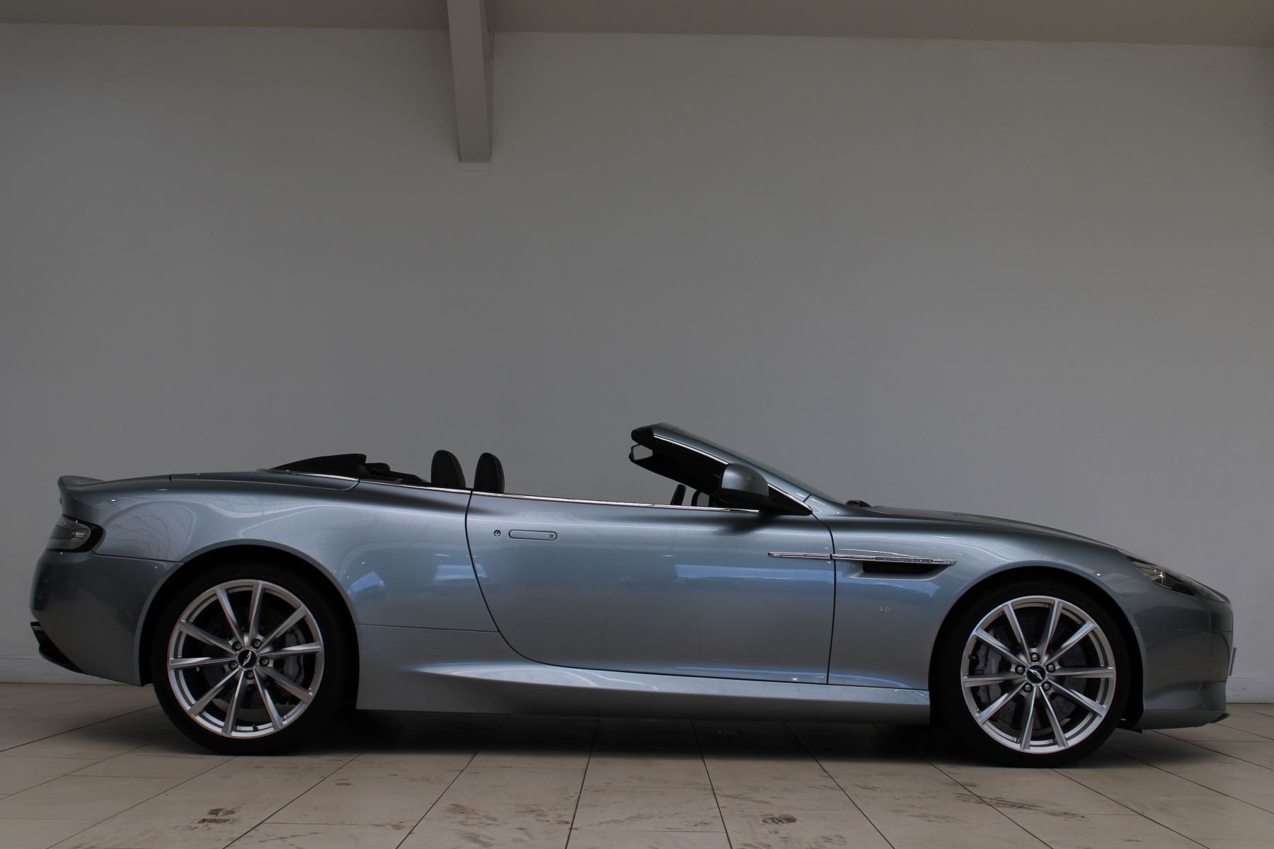 Aston Martin DB9 V12 GT 2dr Volante Skyfall Silver image 2