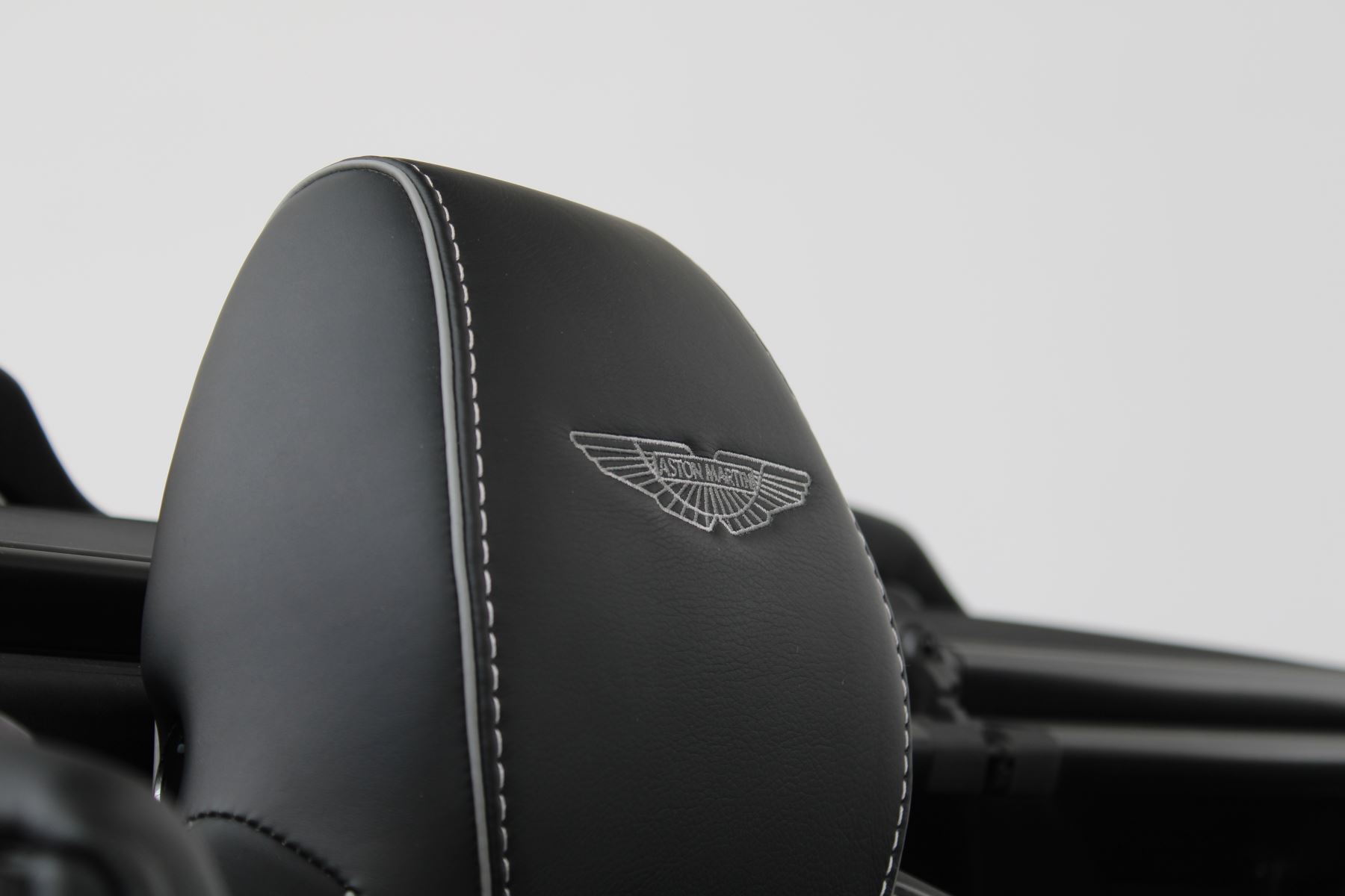 Aston Martin DB9 V12 GT 2dr Volante Skyfall Silver image 17