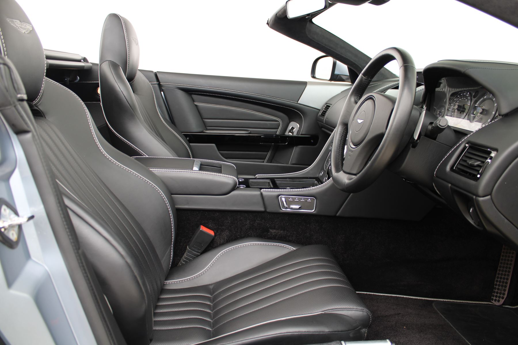 Aston Martin DB9 V12 GT 2dr Volante Skyfall Silver image 18