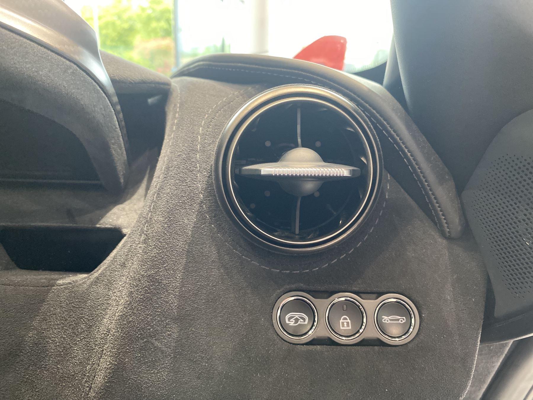 McLaren 720S Spider V8 2dr SSG  MSO PAINT SPOORTS EXHAUST SUPERB VALUE image 28