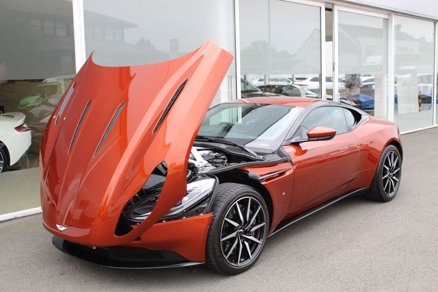 Aston Martin DB11 V12 2dr Touchtronic  Rare Launch Edition, 1 Owner  image 21
