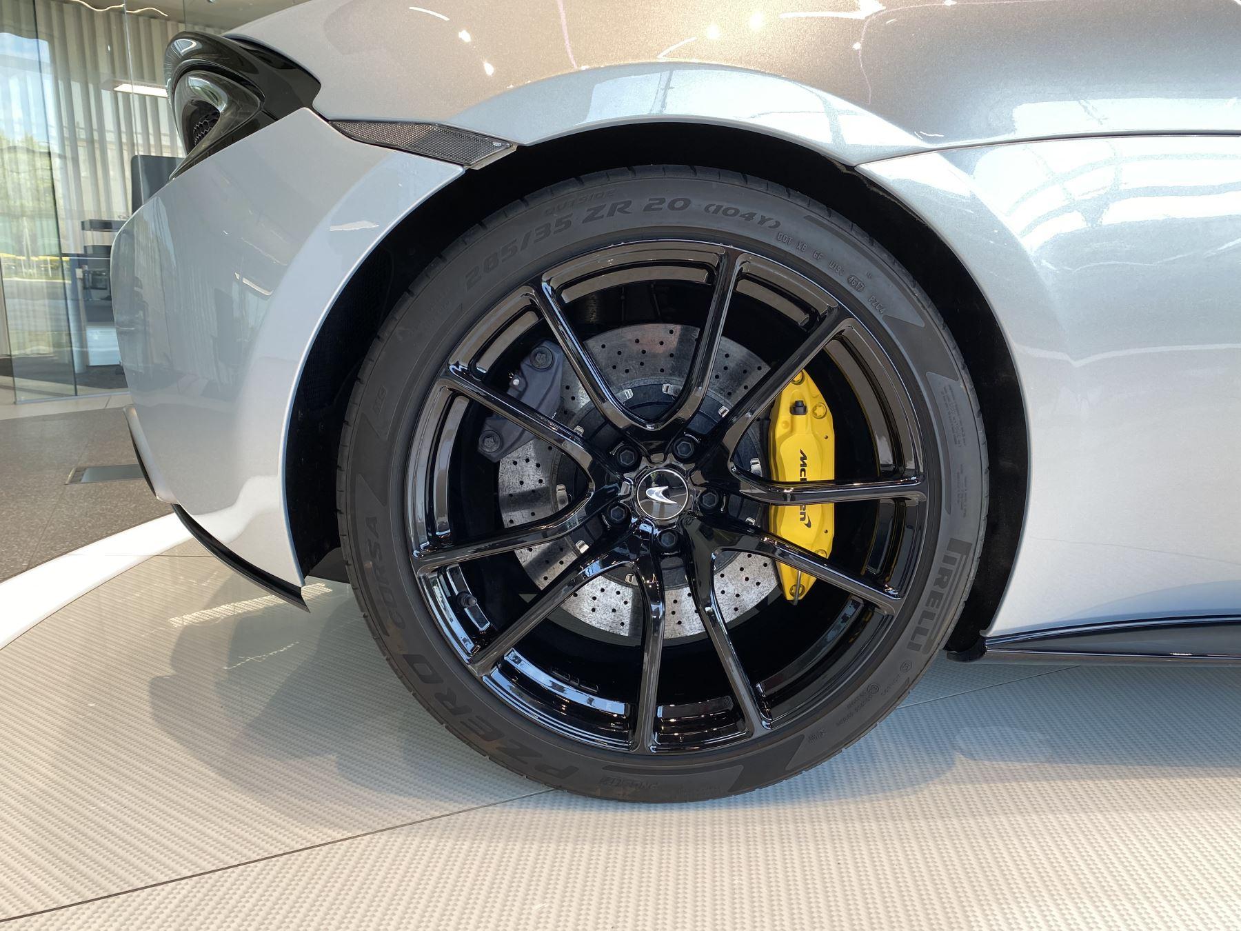 McLaren 570GT V8 2dr SSG RARE MSO BLACK PACK image 9