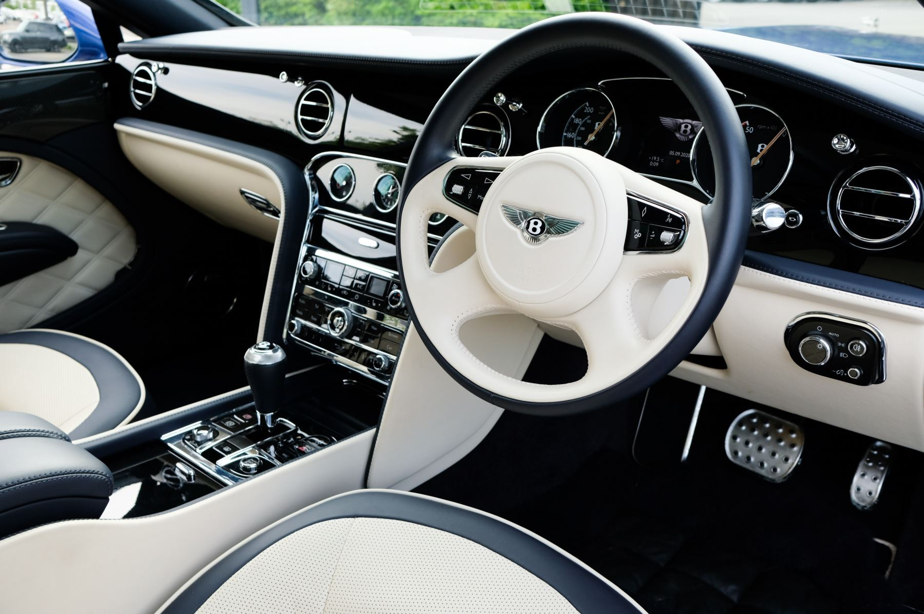 Bentley Mulsanne Speed 6.8 V8 Speed - Speed Premier and Entertainment Specification image 12