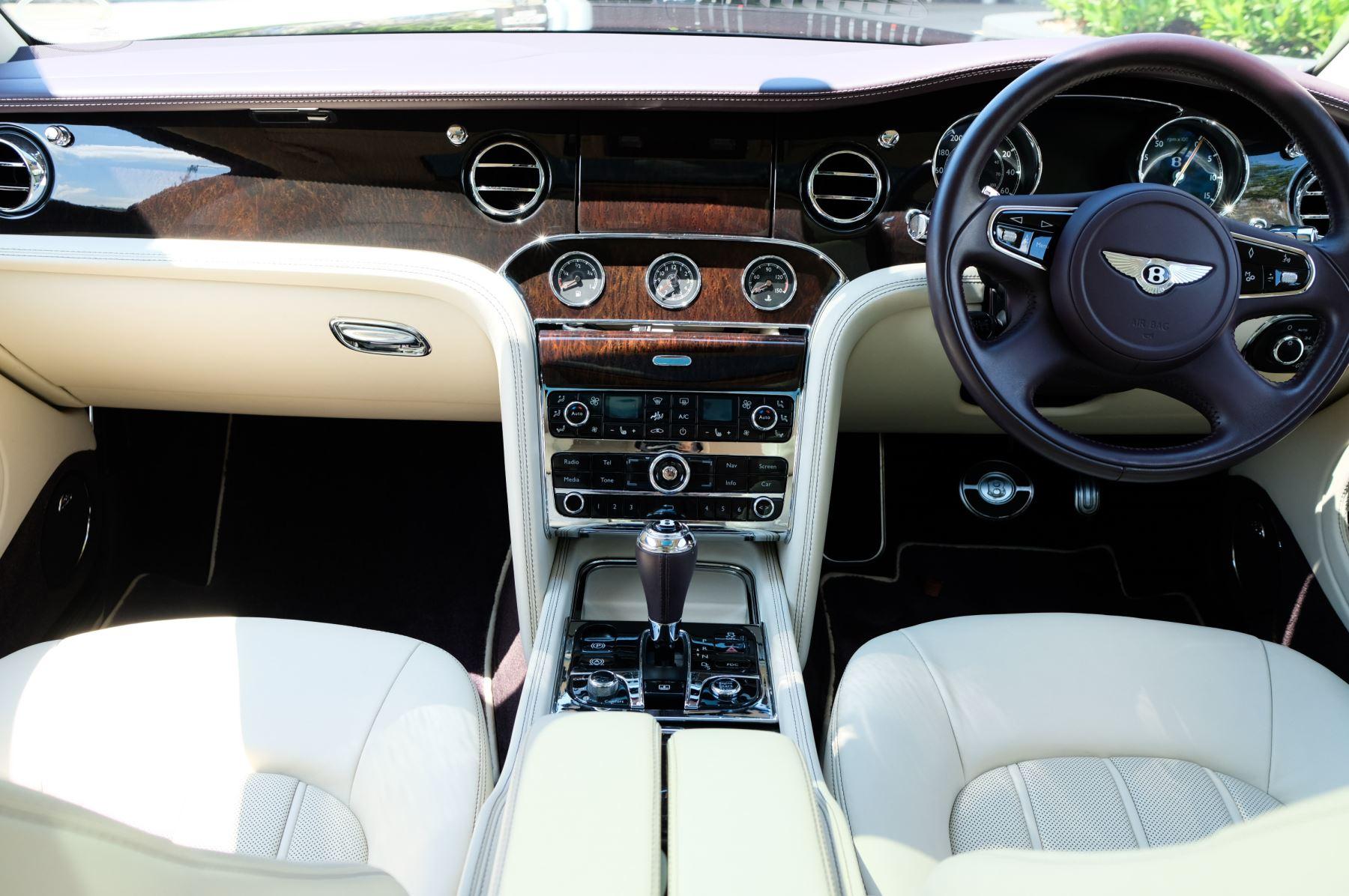Bentley Mulsanne 6.8 V8 - Comfort, Entertainment and Premier Specification image 12