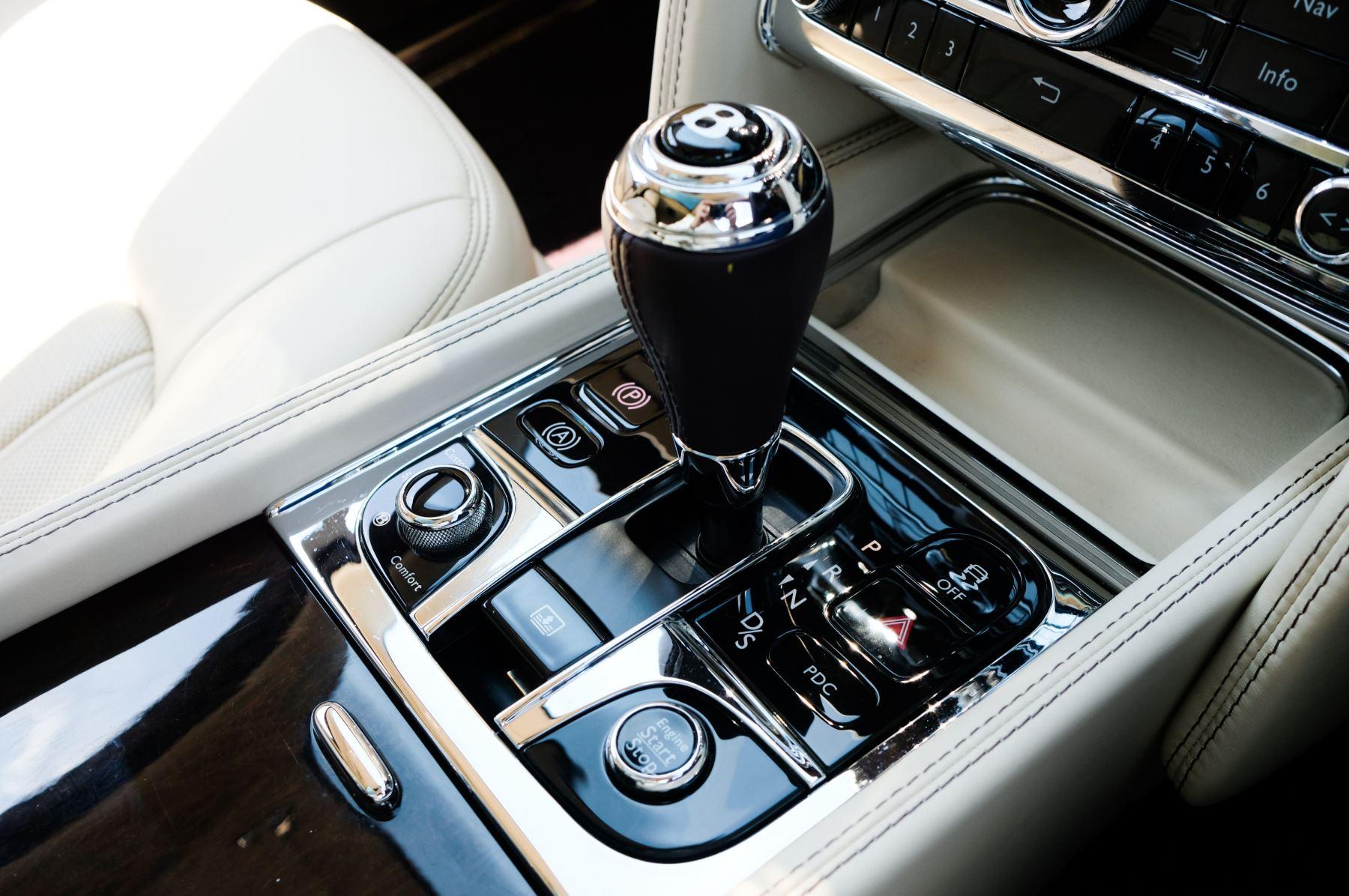 Bentley Mulsanne 6.8 V8 - Comfort, Entertainment and Premier Specification image 21
