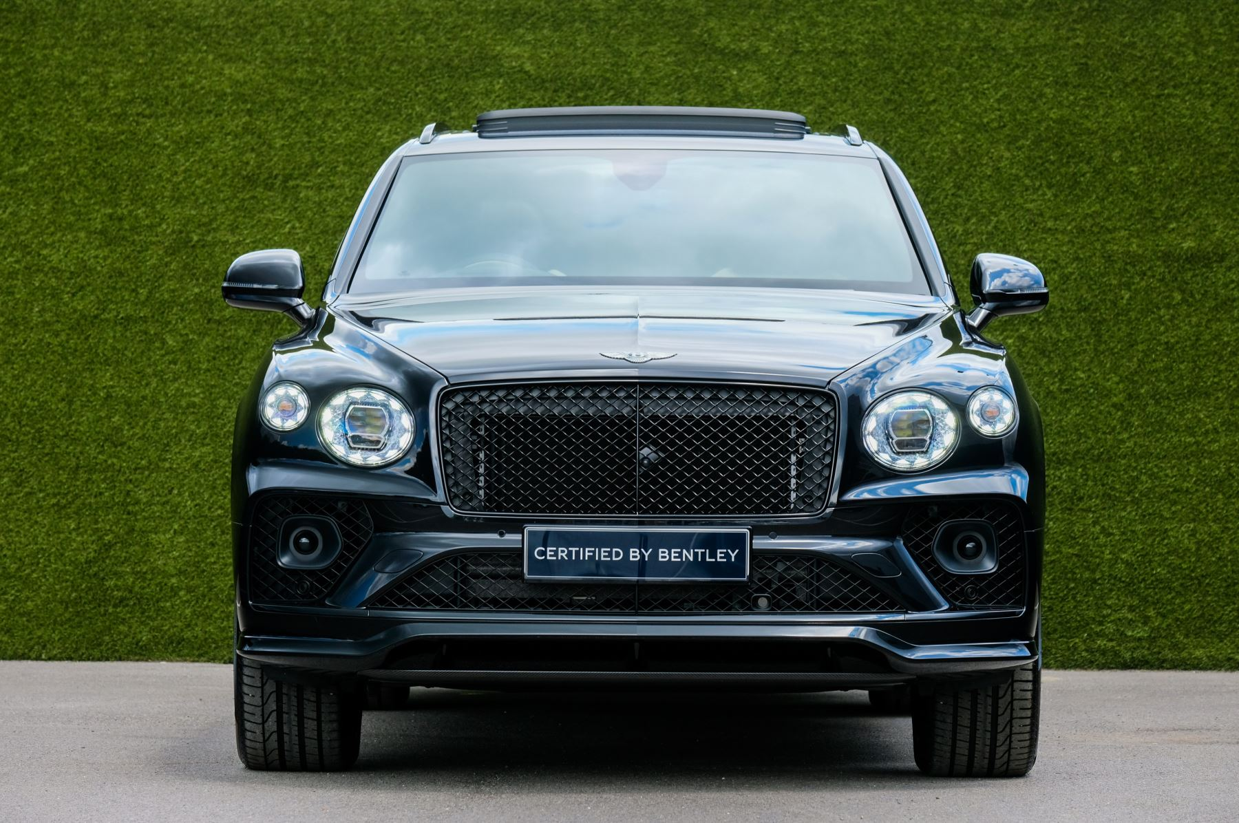 Bentley Bentayga 4.0 V8 - Mulliner Driving Specification for Black Specification image 2