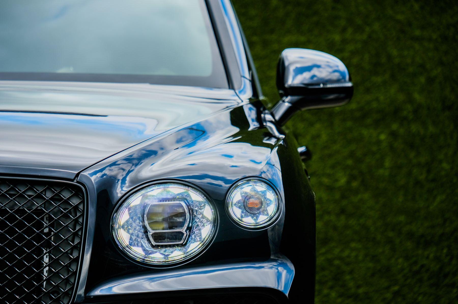 Bentley Bentayga 4.0 V8 - Mulliner Driving Specification for Black Specification image 6
