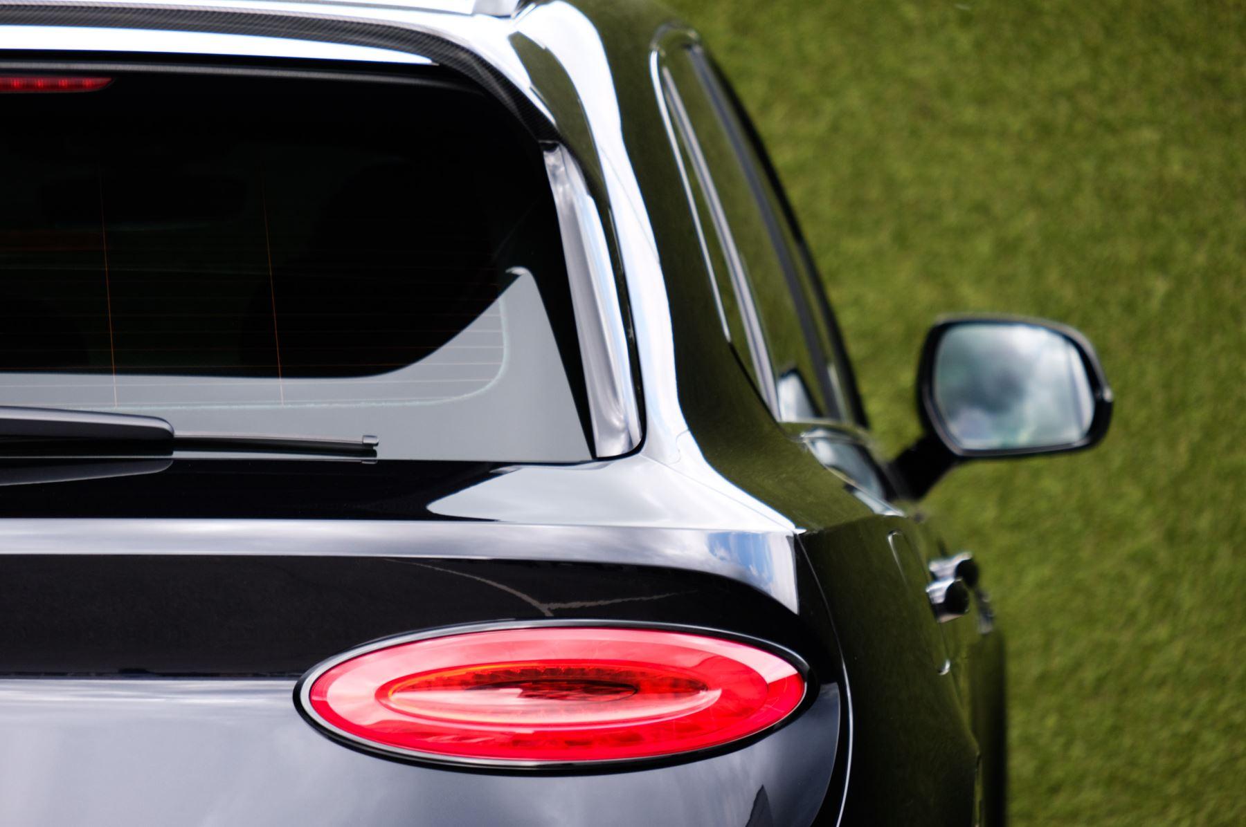 Bentley Bentayga 4.0 V8 - Mulliner Driving Specification for Black Specification image 8