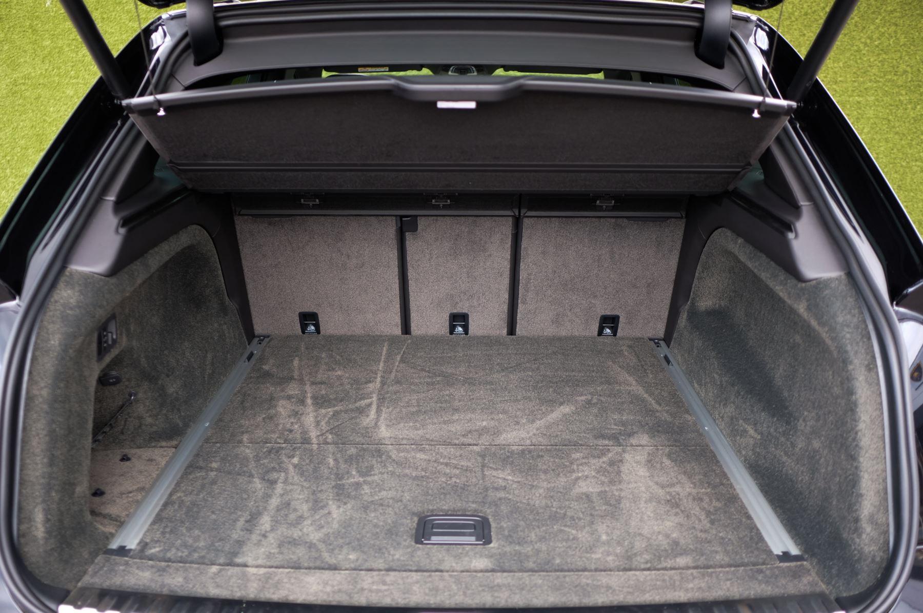 Bentley Bentayga 4.0 V8 - Mulliner Driving Specification for Black Specification image 10