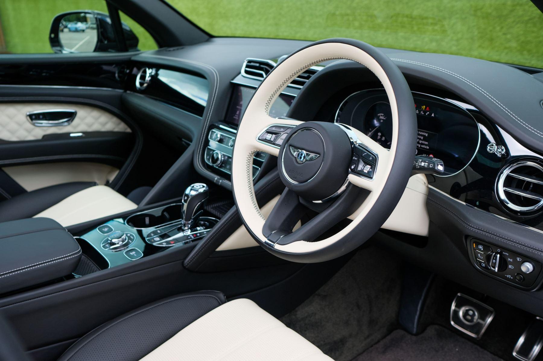 Bentley Bentayga 4.0 V8 - Mulliner Driving Specification for Black Specification image 12