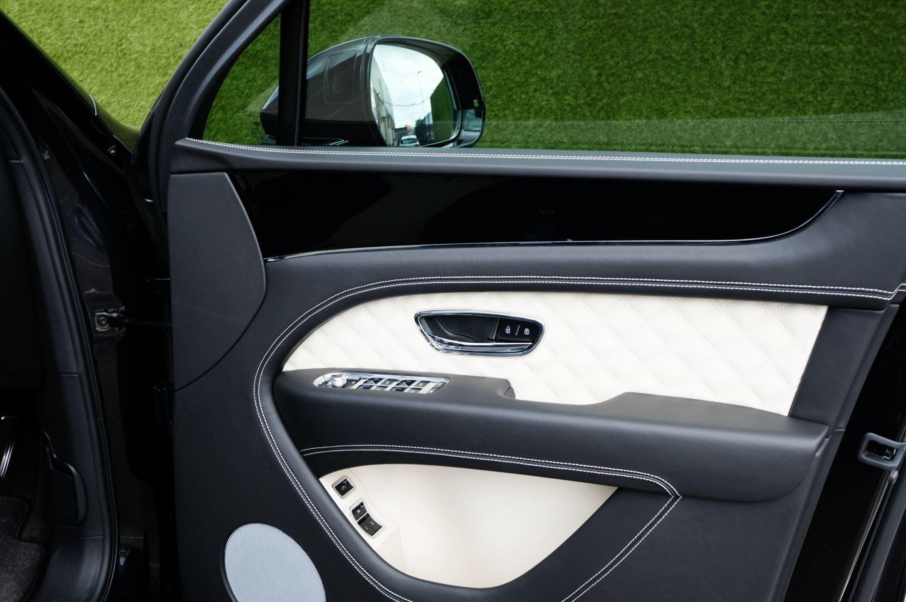 Bentley Bentayga 4.0 V8 - Mulliner Driving Specification for Black Specification image 13