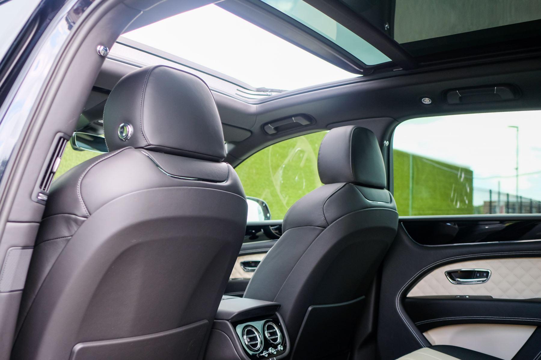 Bentley Bentayga 4.0 V8 - Mulliner Driving Specification for Black Specification image 14