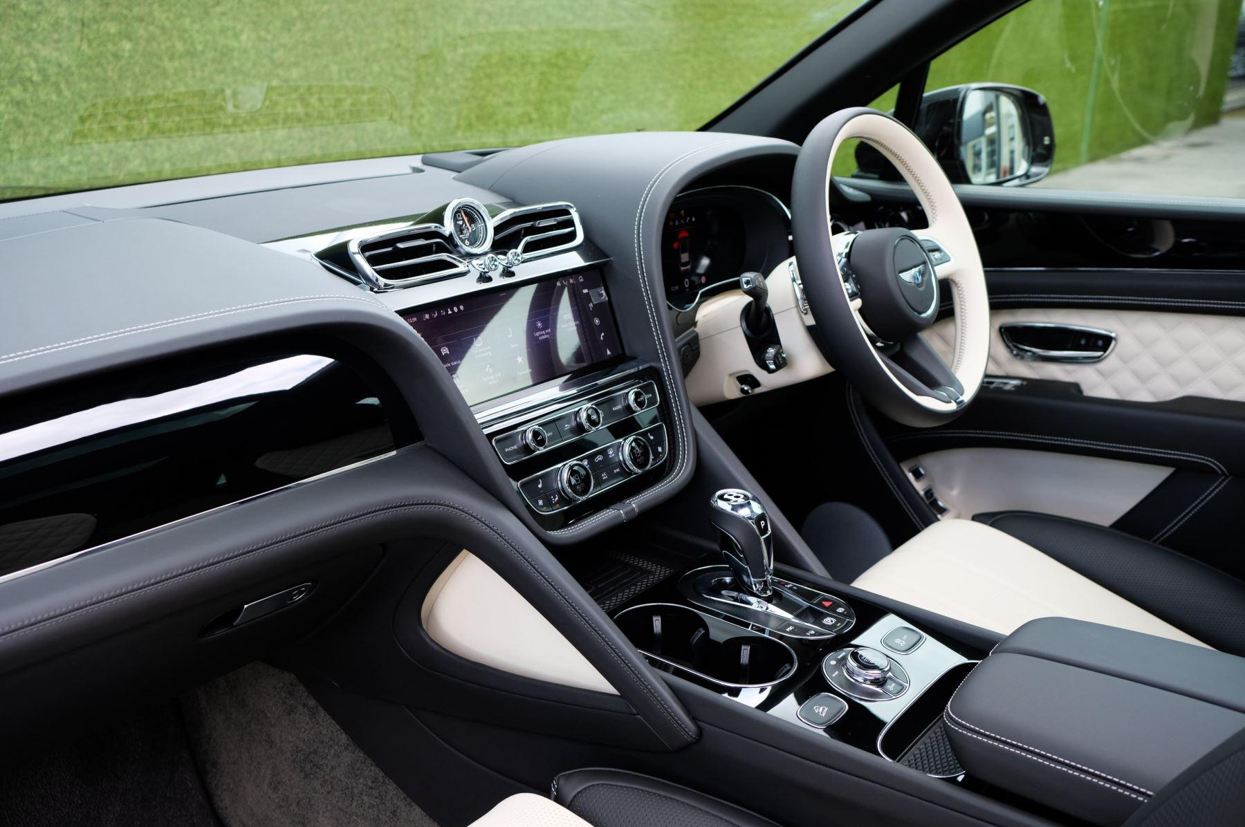 Bentley Bentayga 4.0 V8 - Mulliner Driving Specification for Black Specification image 11