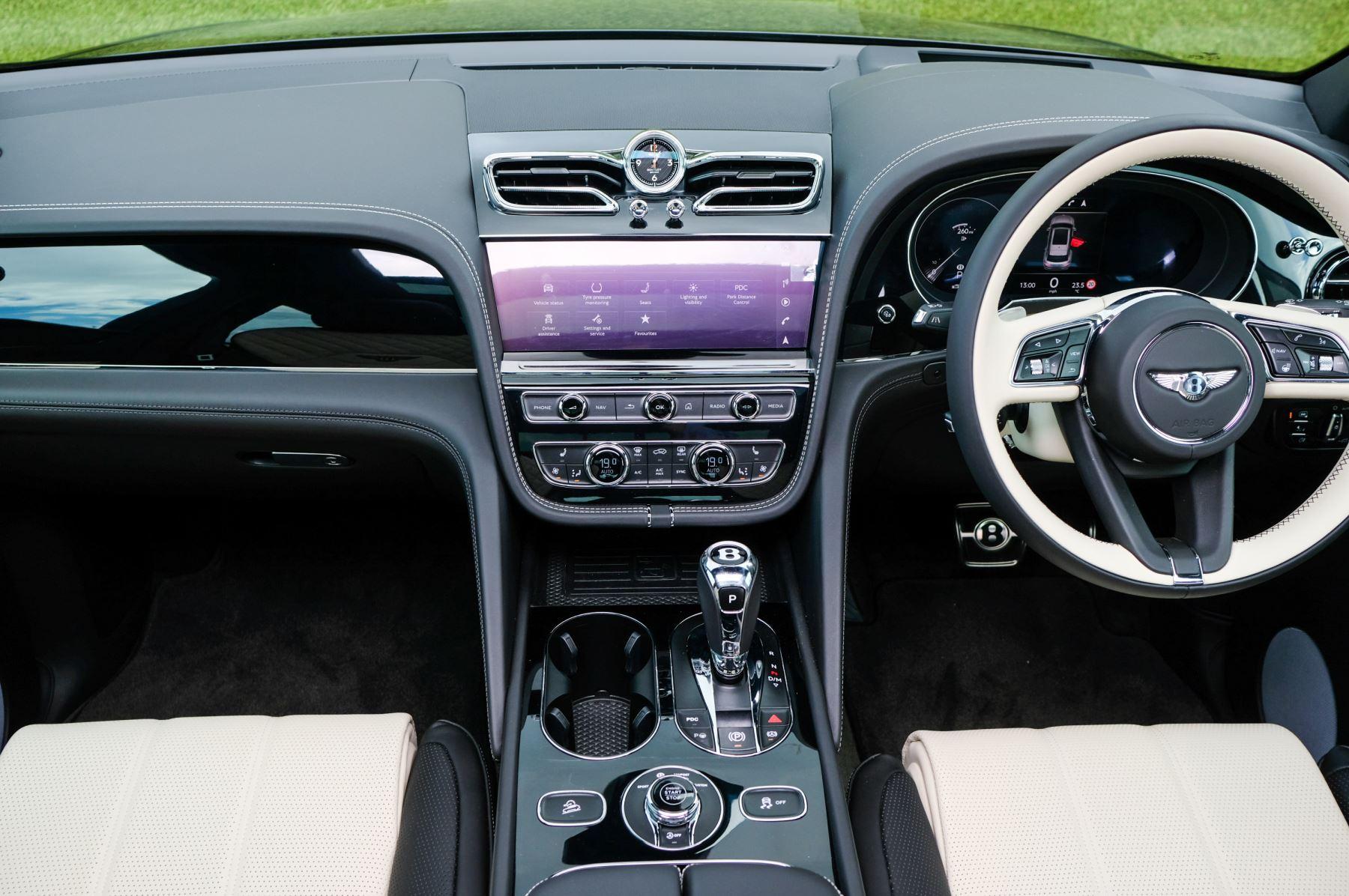 Bentley Bentayga 4.0 V8 - Mulliner Driving Specification for Black Specification image 15