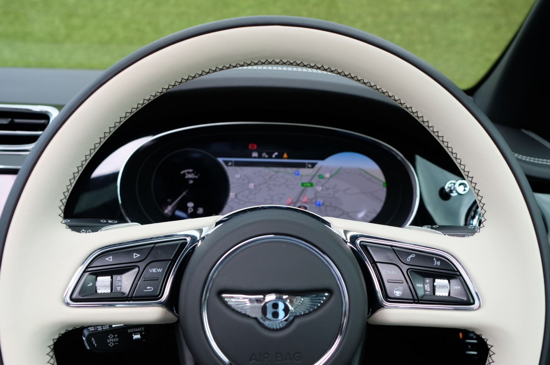 Bentley Bentayga 4.0 V8 - Mulliner Driving Specification for Black Specification image 17