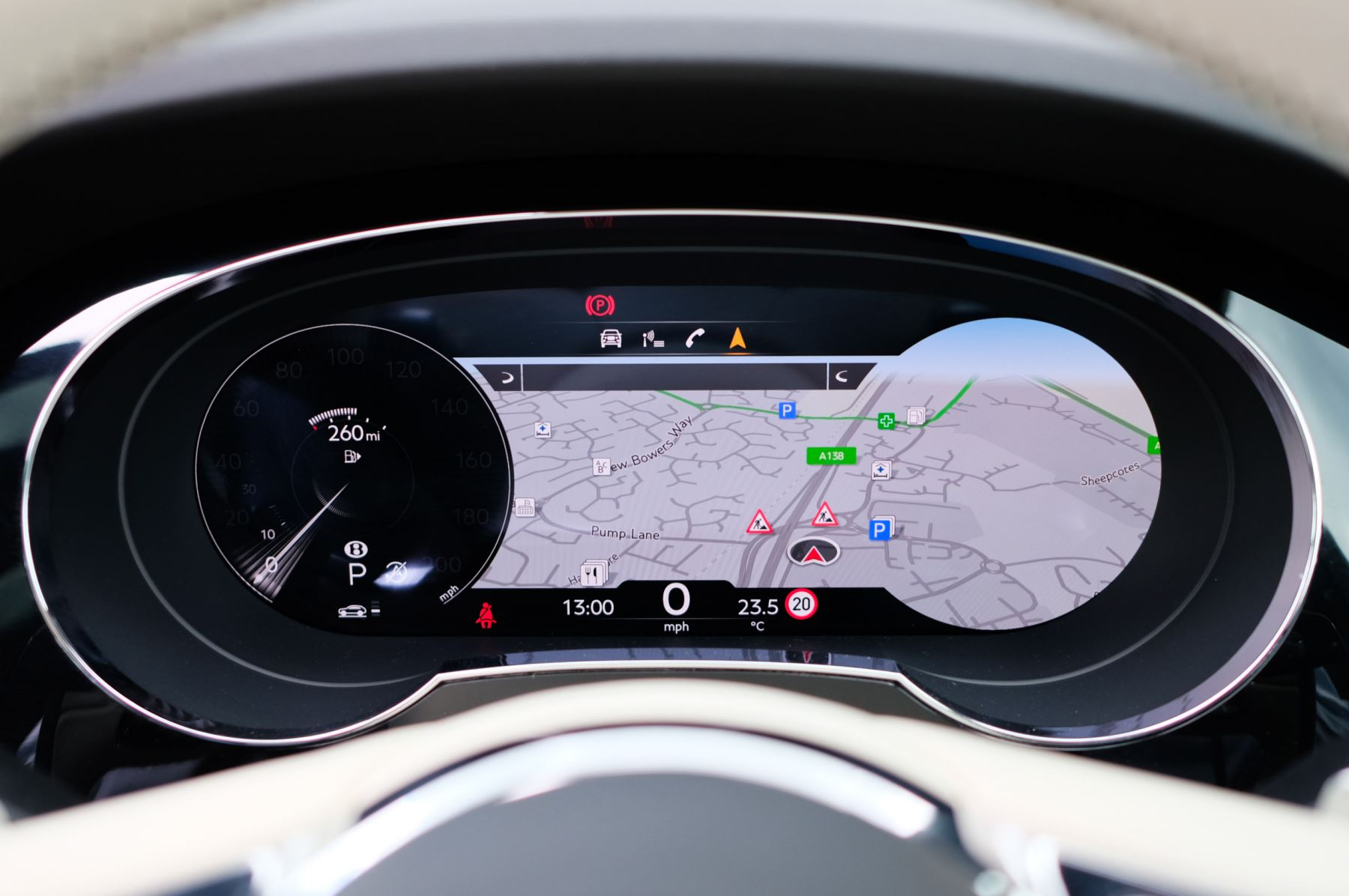 Bentley Bentayga 4.0 V8 - Mulliner Driving Specification for Black Specification image 18
