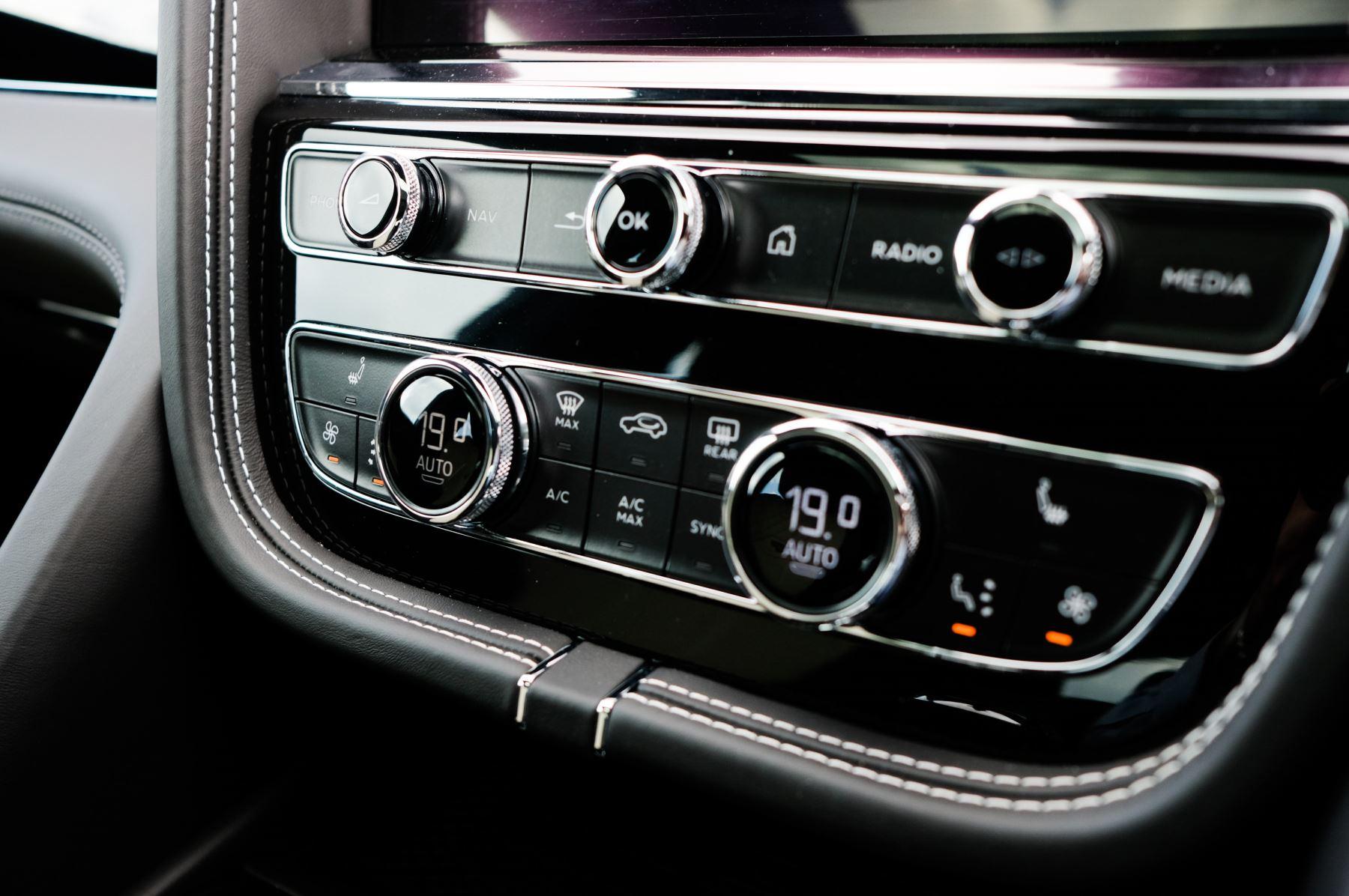 Bentley Bentayga 4.0 V8 - Mulliner Driving Specification for Black Specification image 20