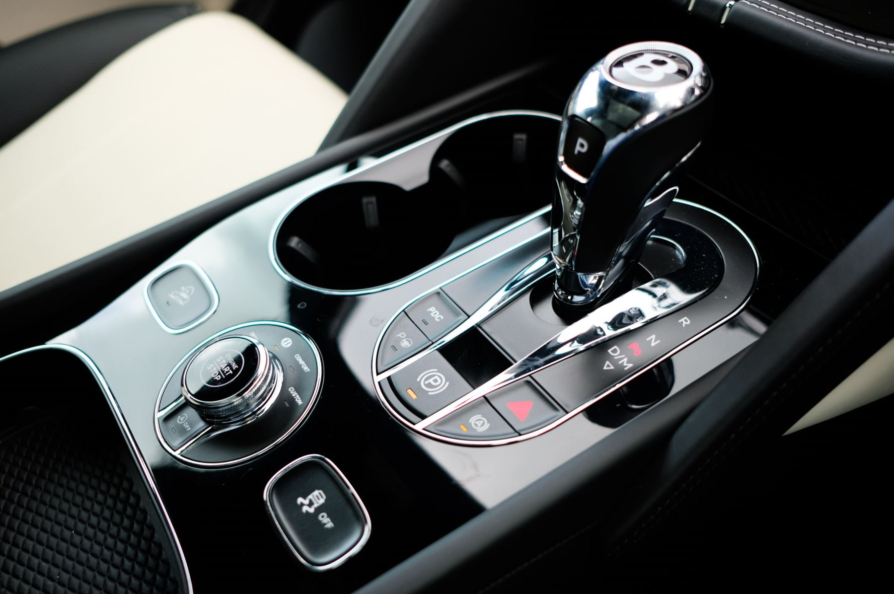 Bentley Bentayga 4.0 V8 - Mulliner Driving Specification for Black Specification image 21