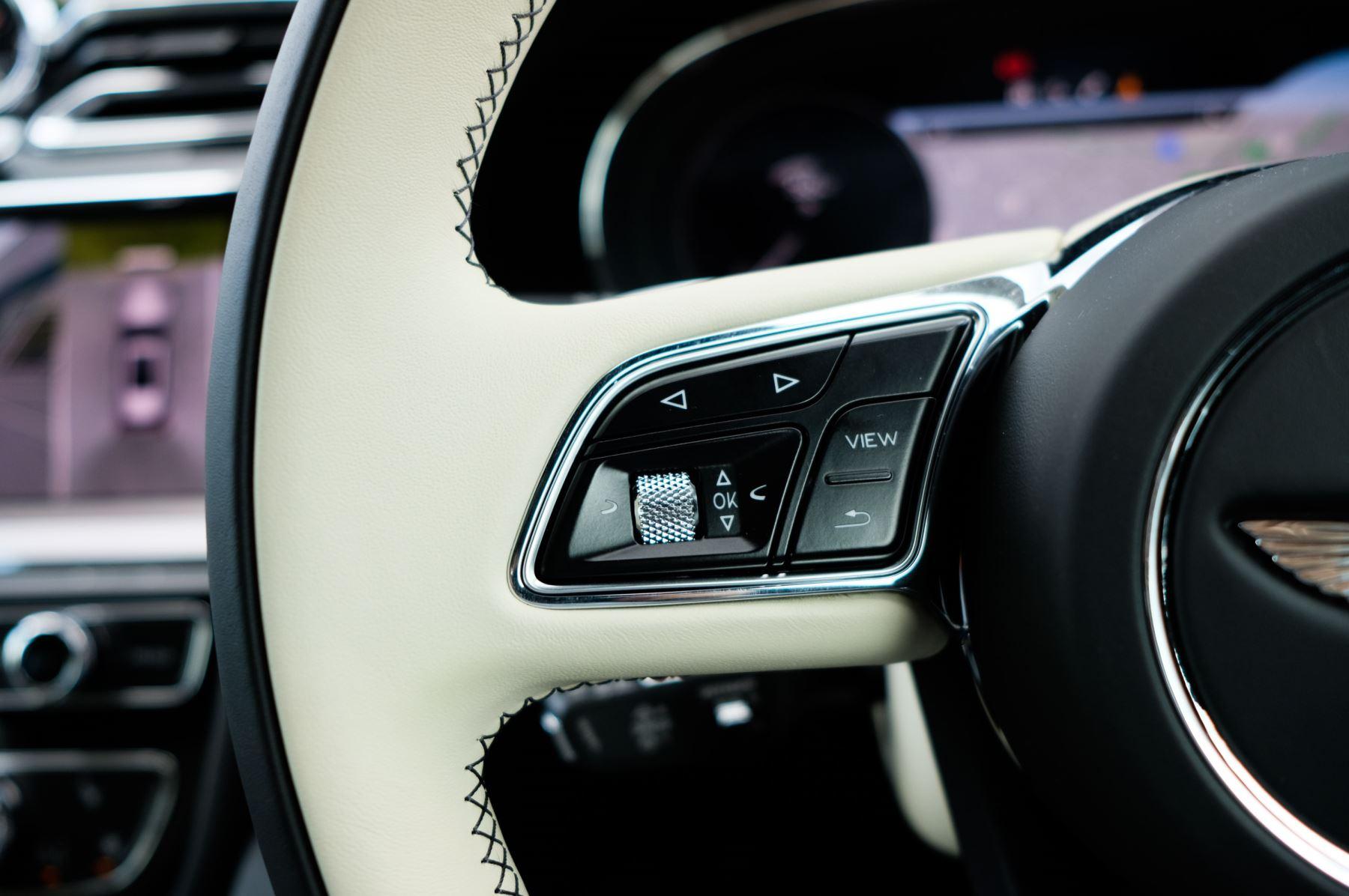 Bentley Bentayga 4.0 V8 - Mulliner Driving Specification for Black Specification image 24