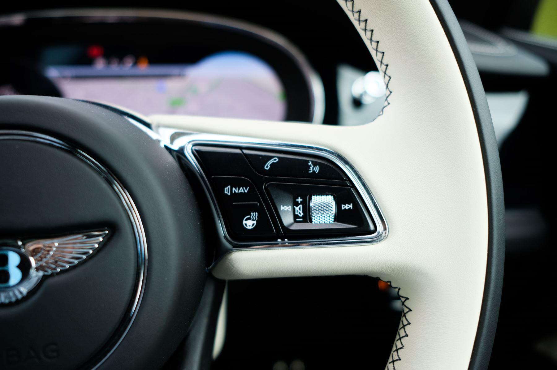 Bentley Bentayga 4.0 V8 - Mulliner Driving Specification for Black Specification image 25