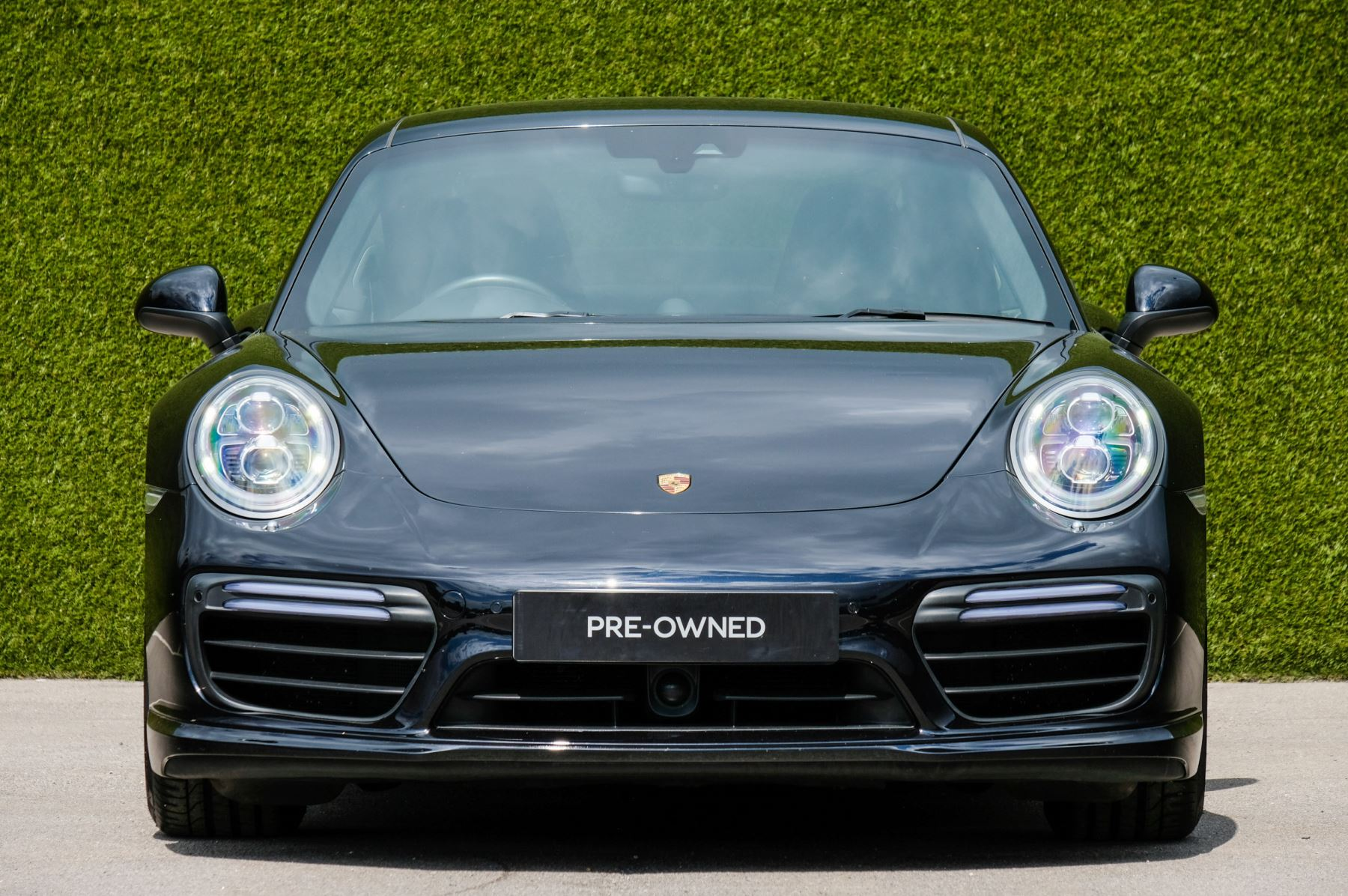 Porsche 911 PDK - Carbon interior package - Privacy Glass - 20 inch Sport Classic wheels image 2