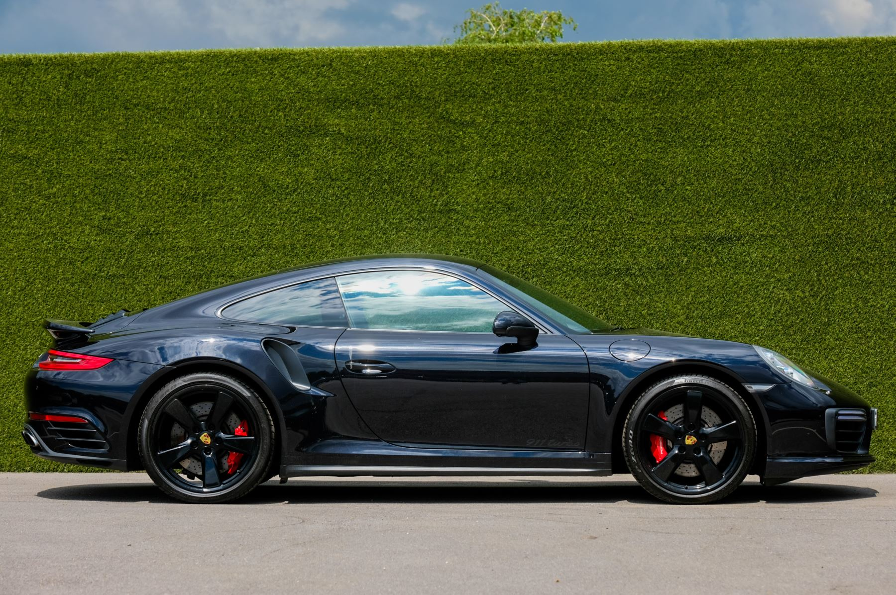 Porsche 911 PDK - Carbon interior package - Privacy Glass - 20 inch Sport Classic wheels image 3
