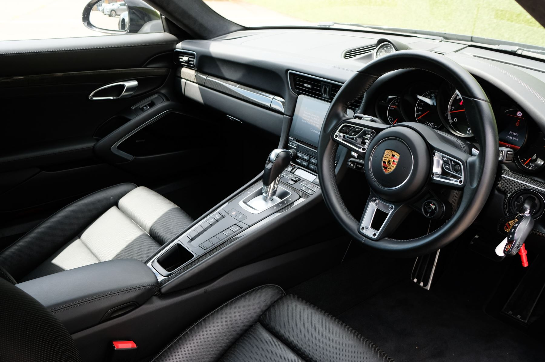 Porsche 911 PDK - Carbon interior package - Privacy Glass - 20 inch Sport Classic wheels image 9