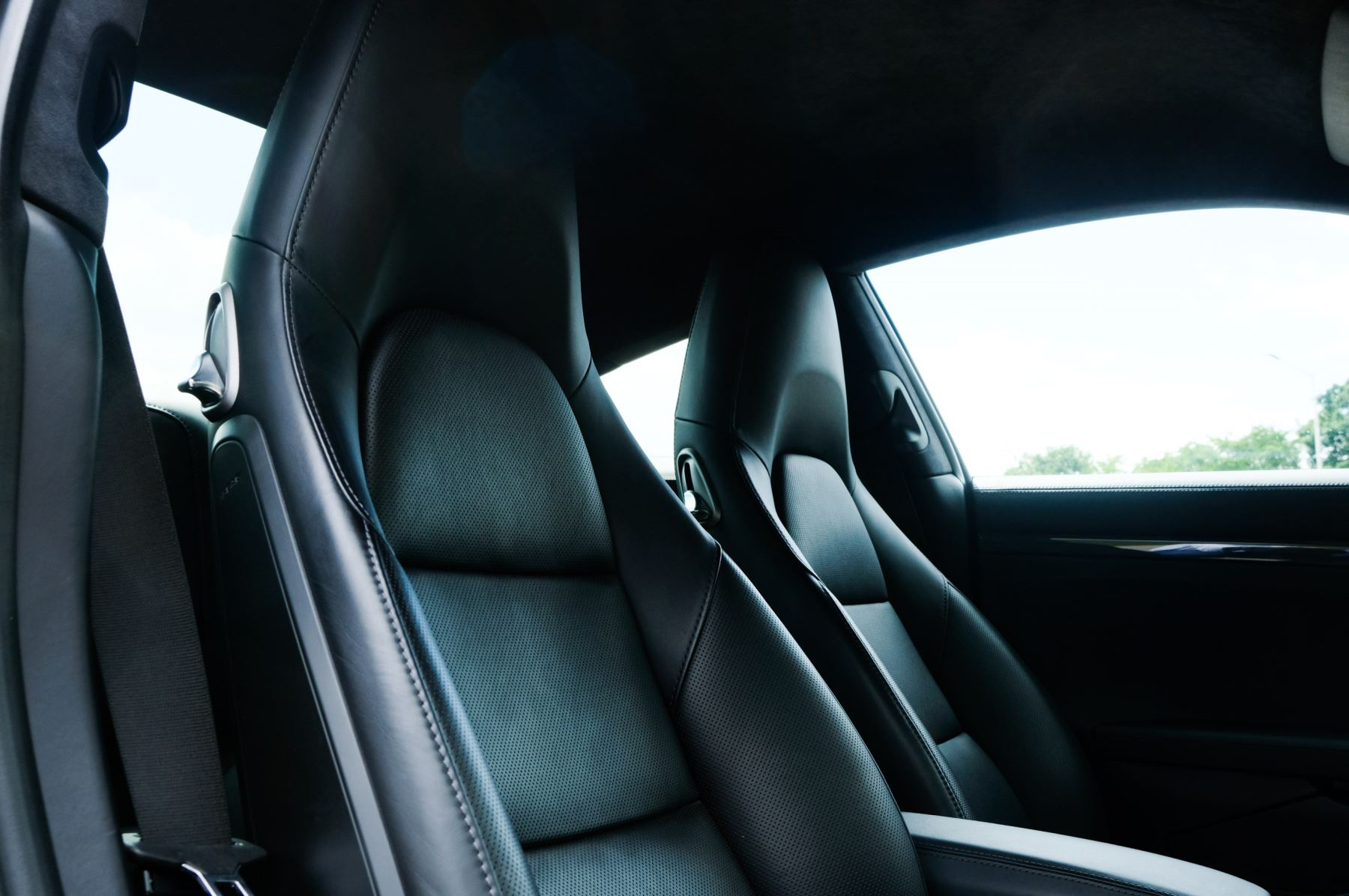 Porsche 911 PDK - Carbon interior package - Privacy Glass - 20 inch Sport Classic wheels image 11