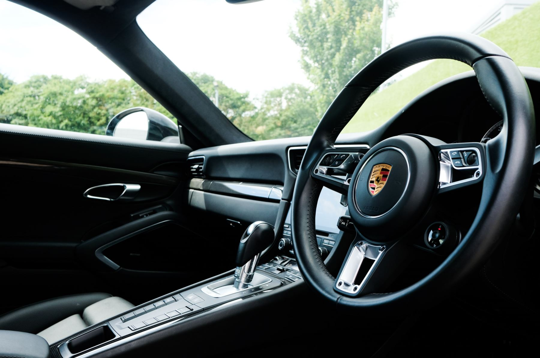 Porsche 911 PDK - Carbon interior package - Privacy Glass - 20 inch Sport Classic wheels image 29