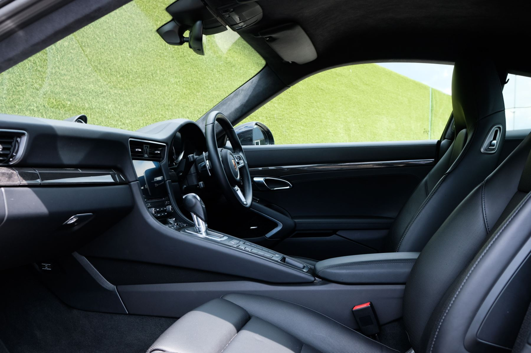 Porsche 911 PDK - Carbon interior package - Privacy Glass - 20 inch Sport Classic wheels image 19