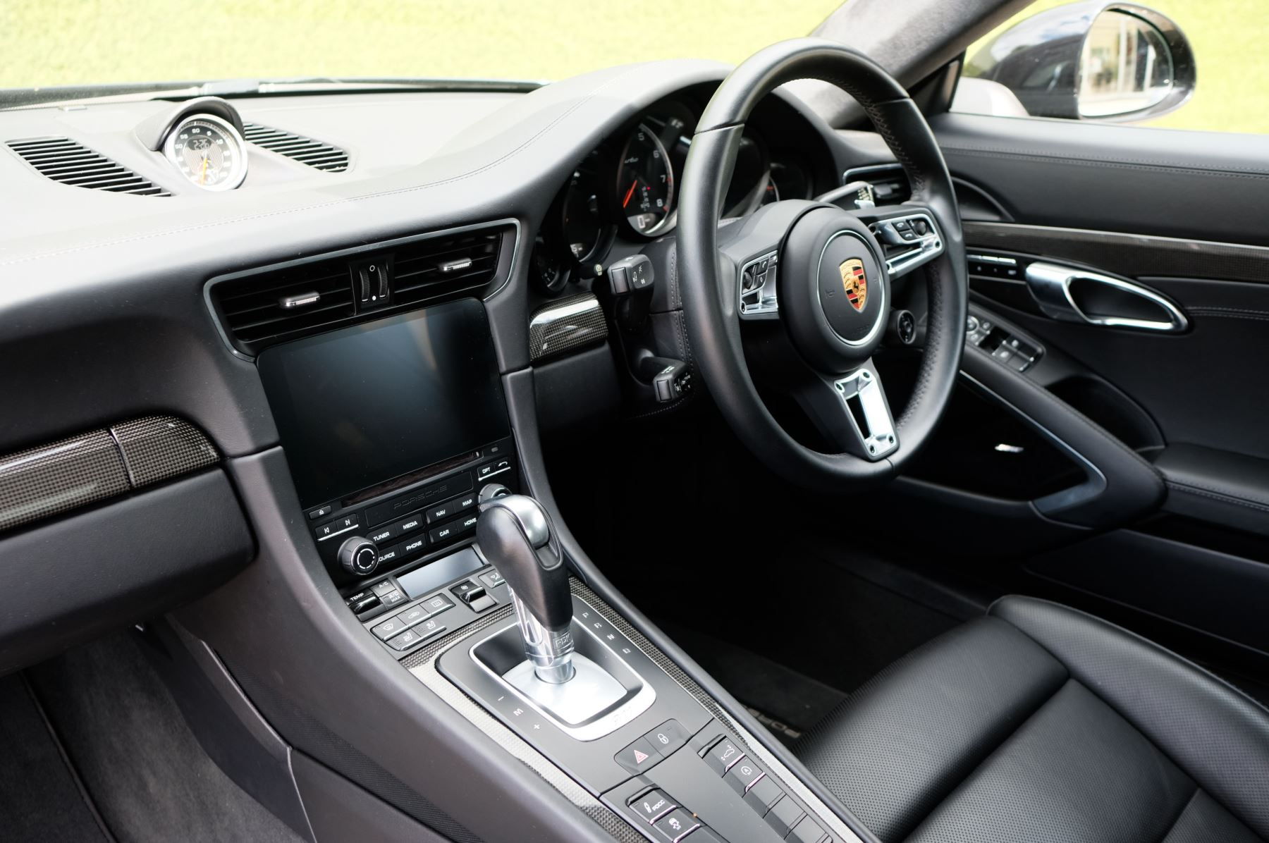 Porsche 911 PDK - Carbon interior package - Privacy Glass - 20 inch Sport Classic wheels image 20