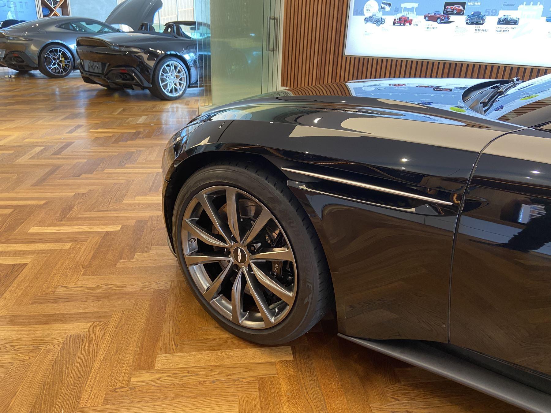 Aston Martin DB11 Volante V8 Volante Touchtronic image 5