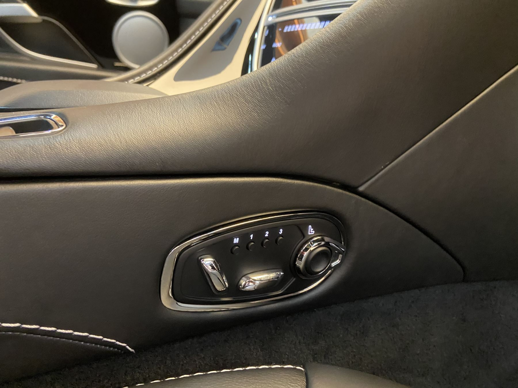 Aston Martin DB11 Volante V8 Volante Touchtronic image 9