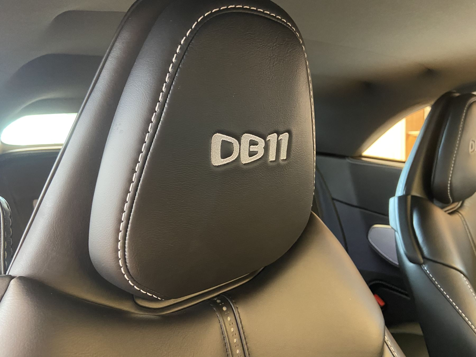 Aston Martin DB11 Volante V8 Volante Touchtronic image 15