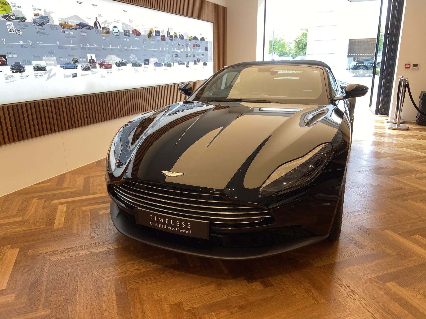 Aston Martin DB11 Volante V8 Volante Touchtronic image 17