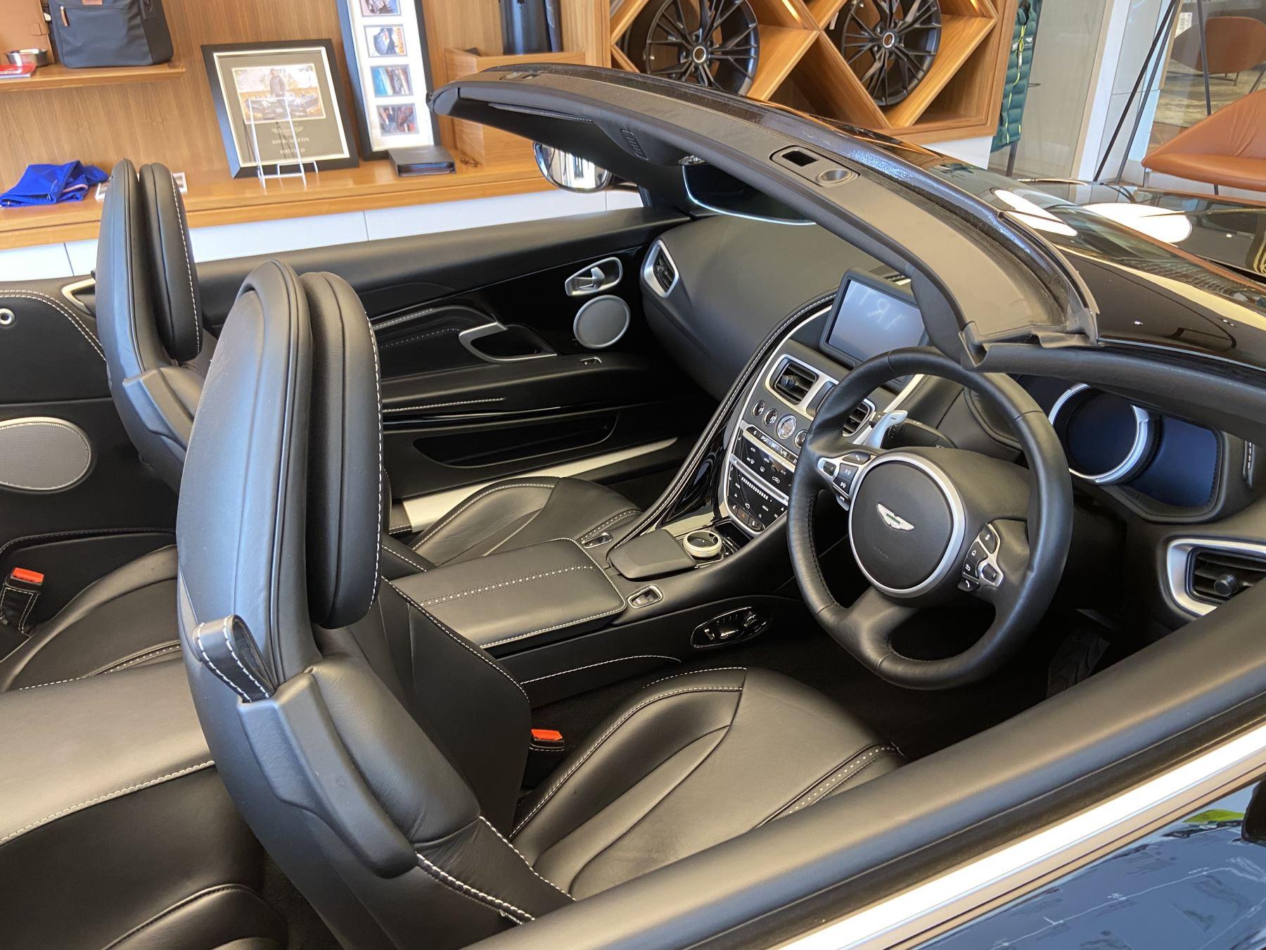 Aston Martin DB11 Volante V8 Volante Touchtronic image 34