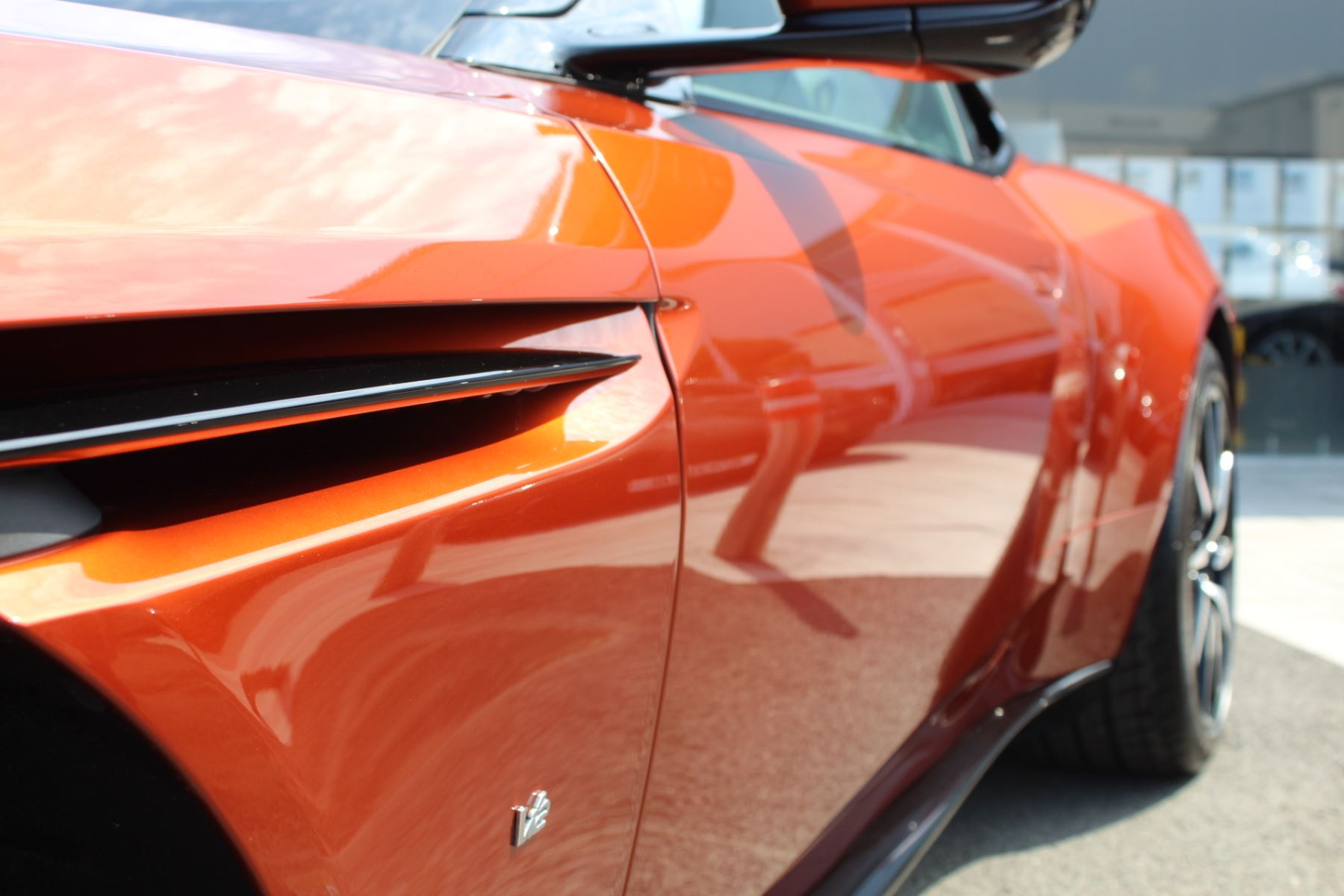 Aston Martin DB11 V12 2dr Touchtronic  Rare Launch Edition, 1 Owner  image 24