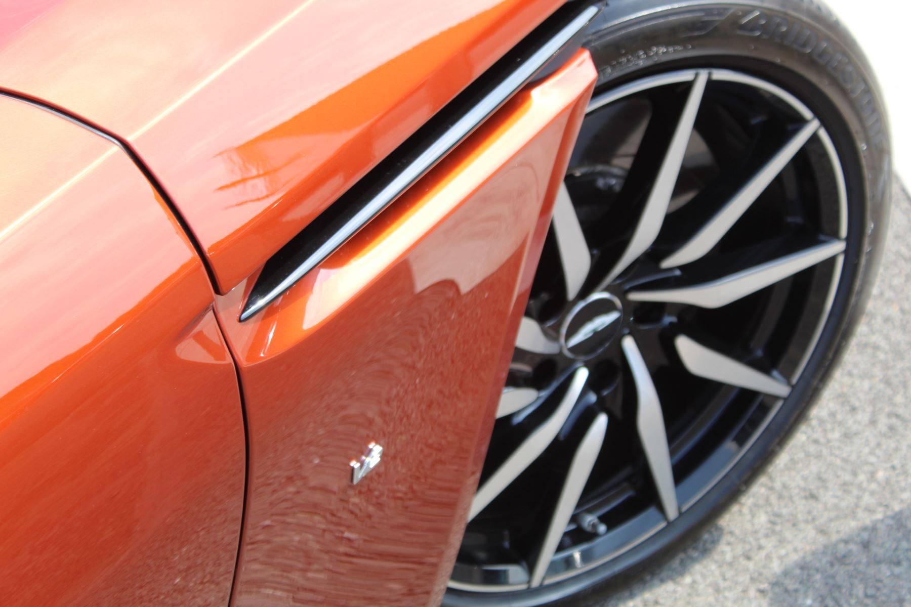 Aston Martin DB11 V12 2dr Touchtronic  Rare Launch Edition, 1 Owner  image 28