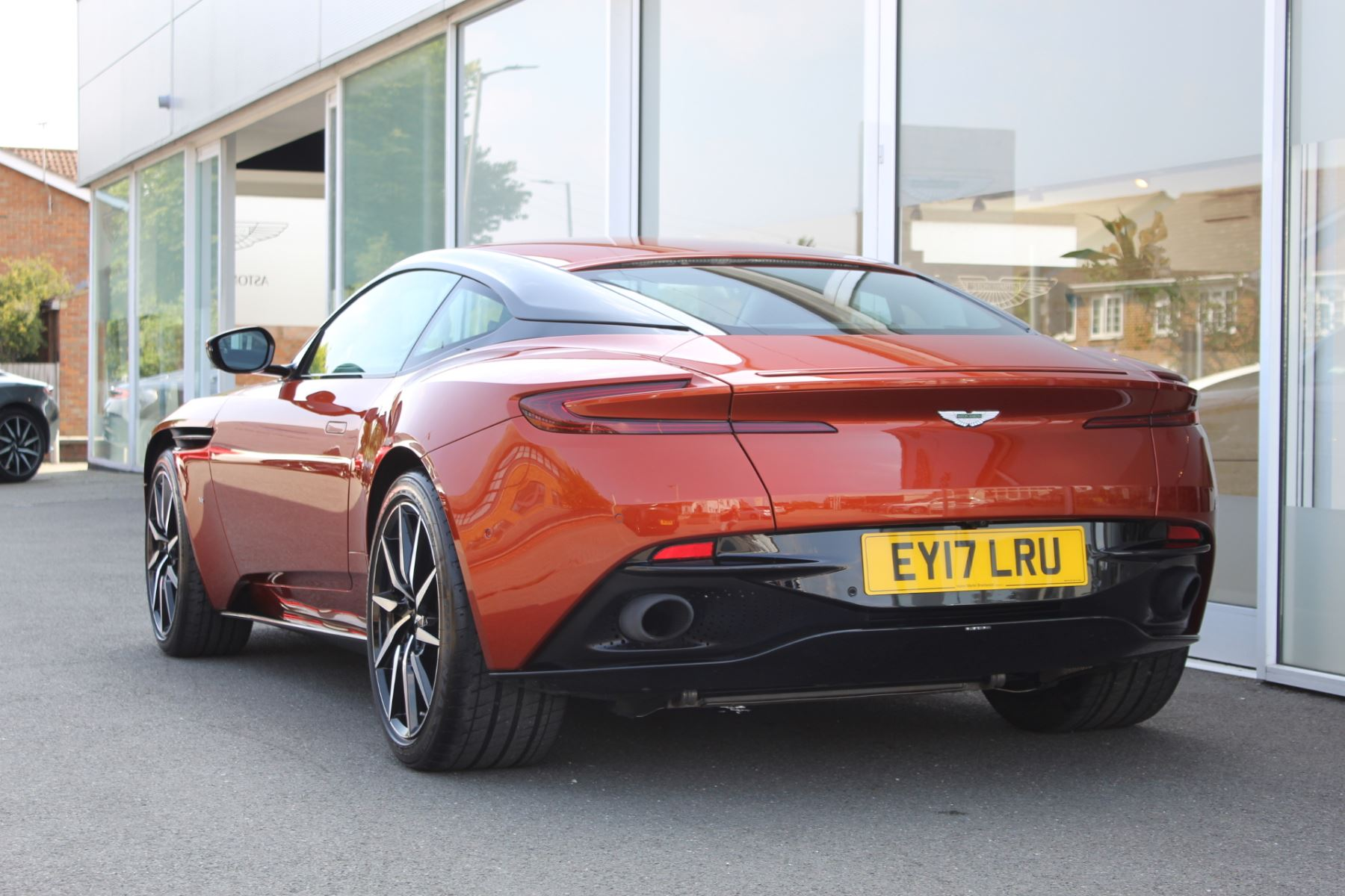 Aston Martin DB11 V12 2dr Touchtronic  Rare Launch Edition, 1 Owner  image 19