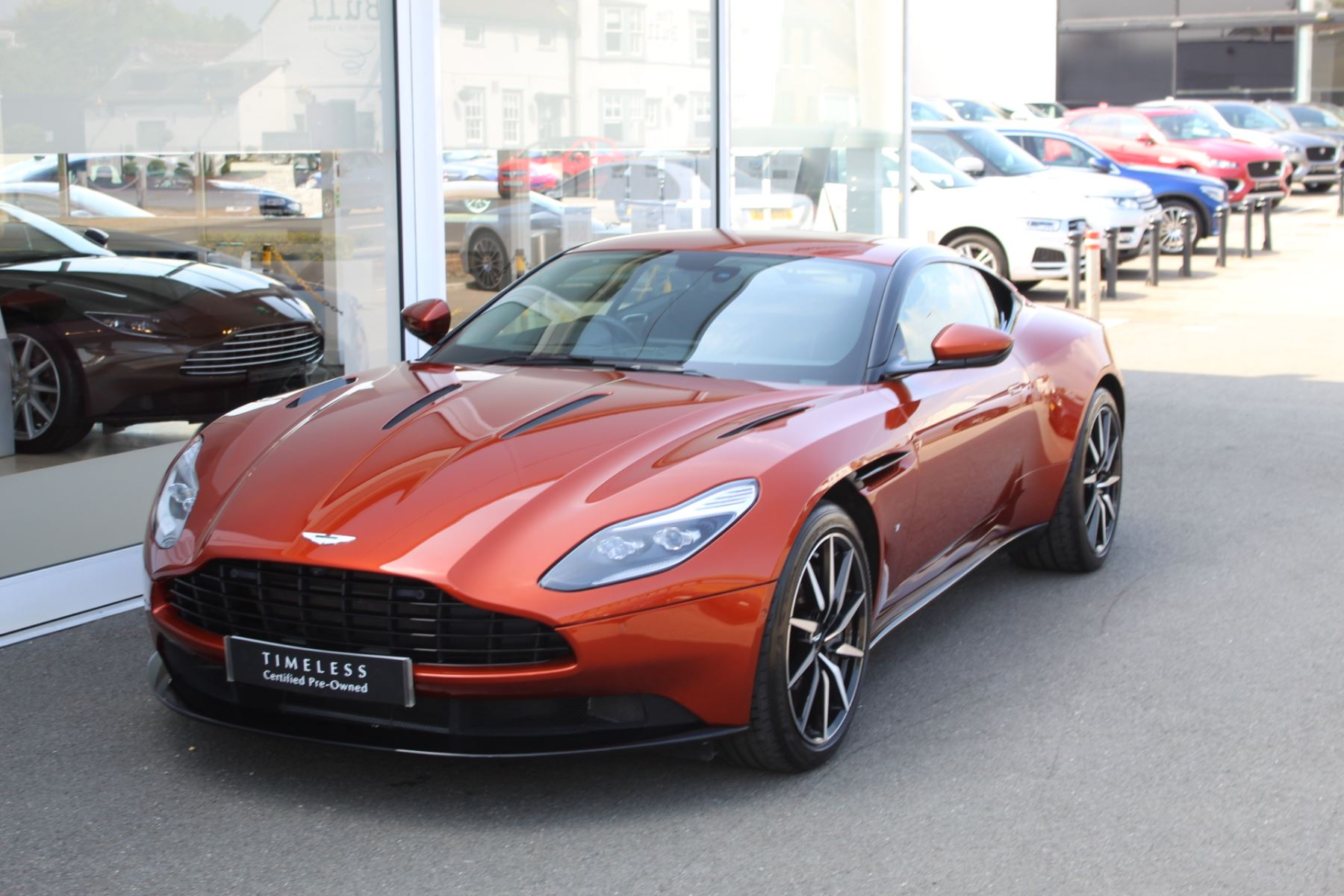 Aston Martin DB11 V12 2dr Touchtronic  Rare Launch Edition, 1 Owner  image 8