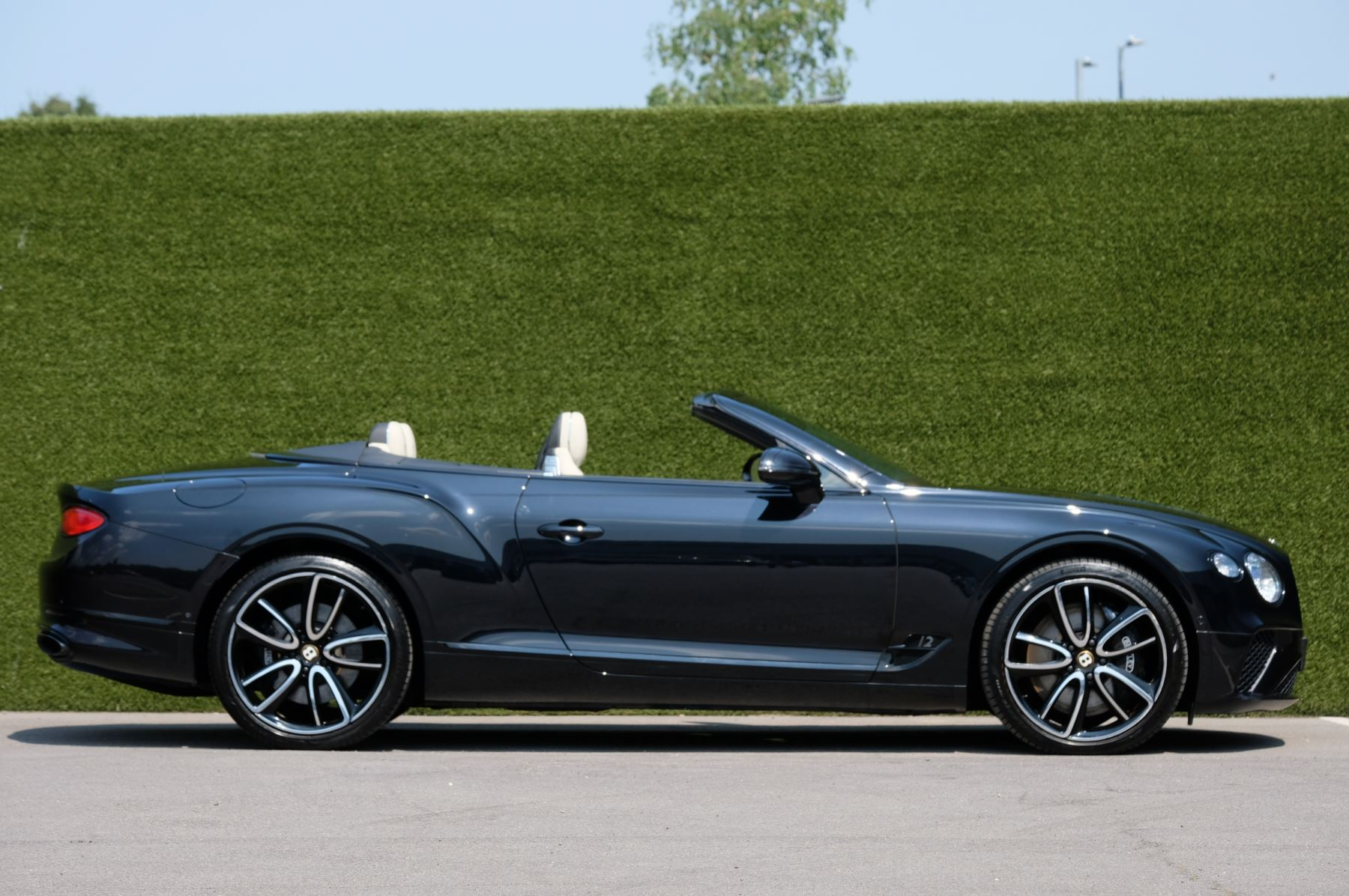 Bentley Continental GTC 6.0 W12 - Mulliner Driving Specification and Centenary Specification image 3
