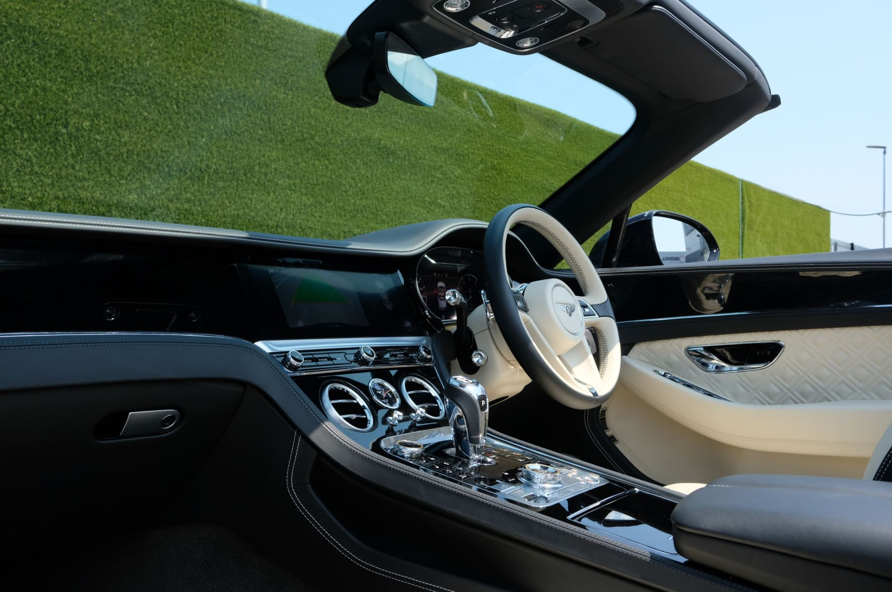 Bentley Continental GTC 6.0 W12 - Mulliner Driving Specification and Centenary Specification image 9