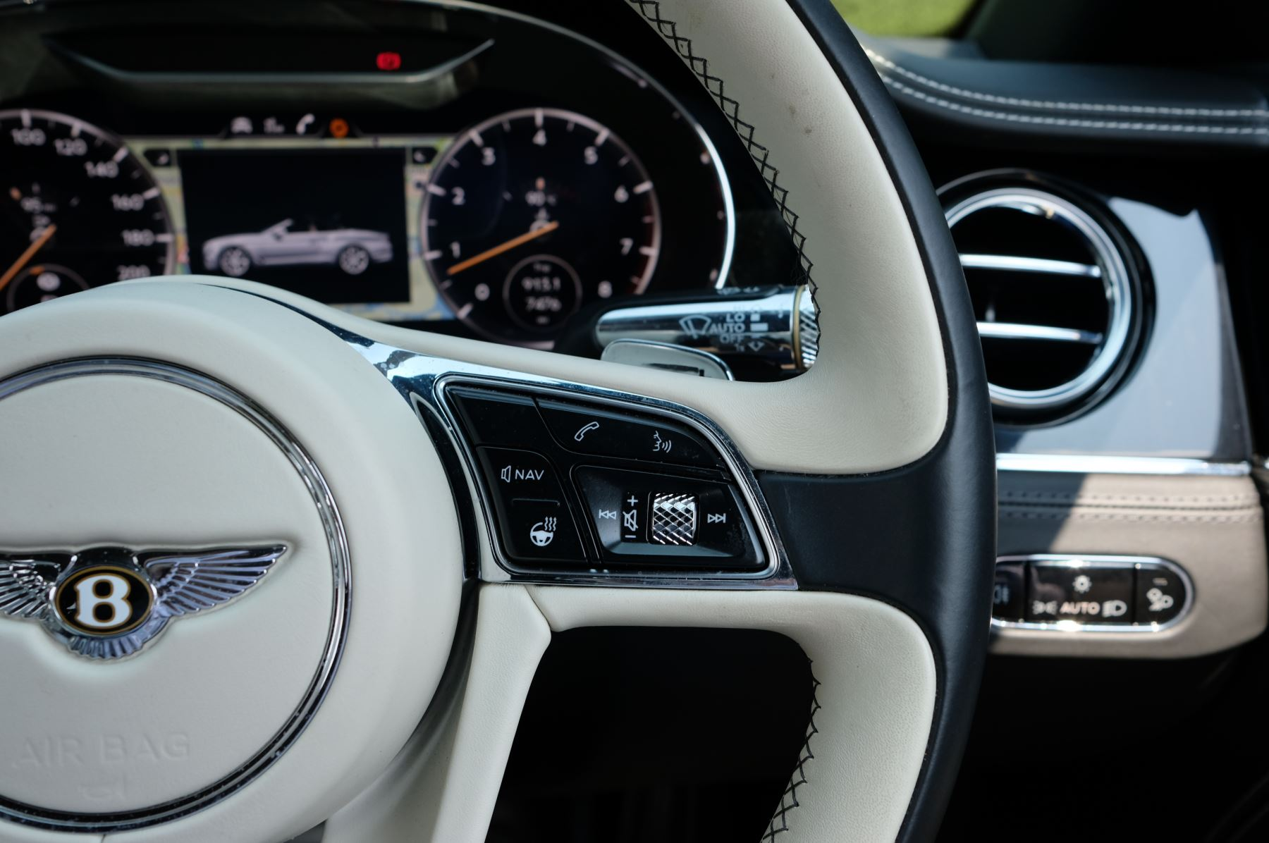 Bentley Continental GTC 6.0 W12 - Mulliner Driving Specification and Centenary Specification image 22