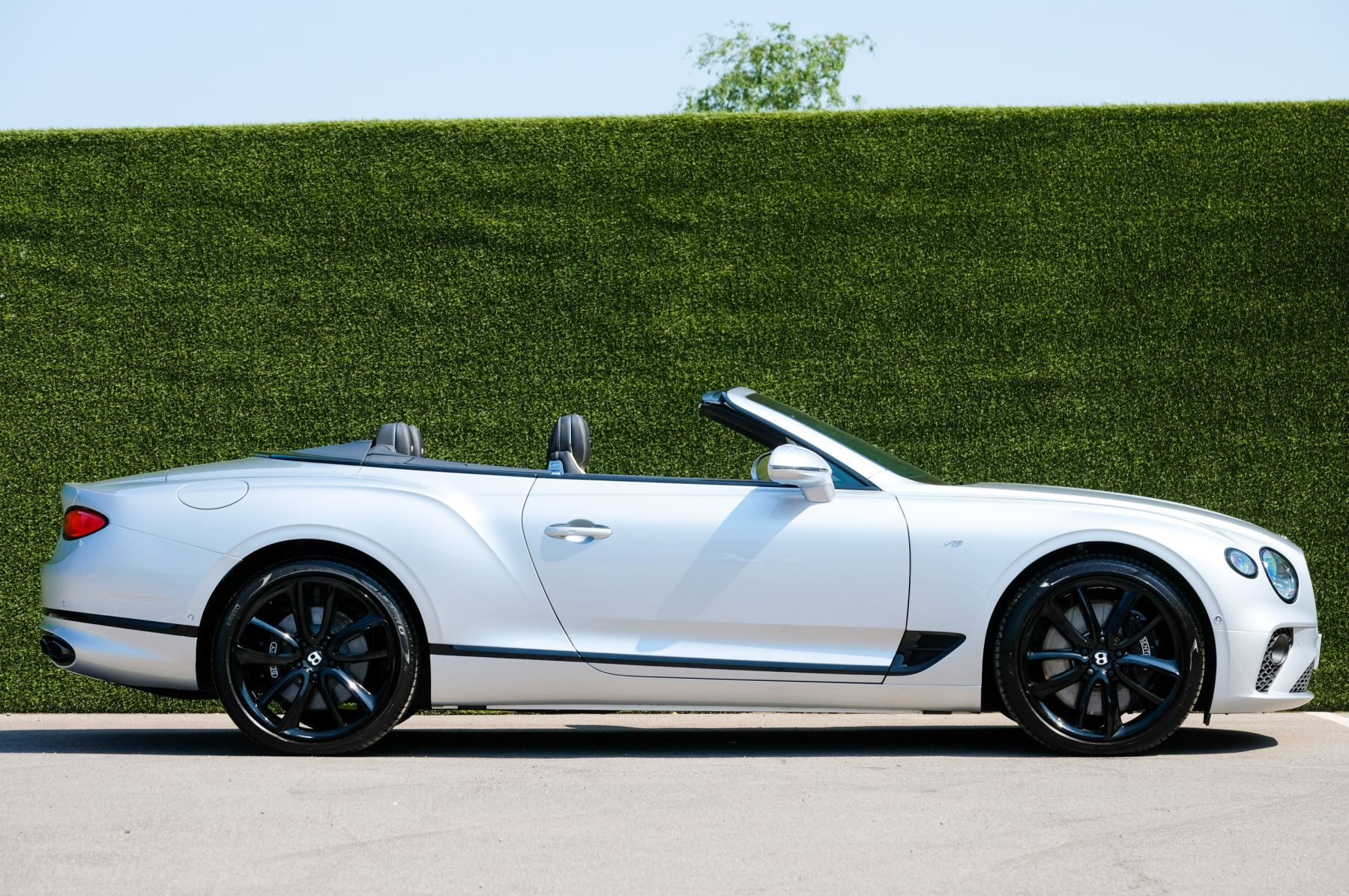 Bentley Continental GTC 4.0 V8 - Mulliner Driving Specification and Blackline Specification with 22 Inch Alloys image 3